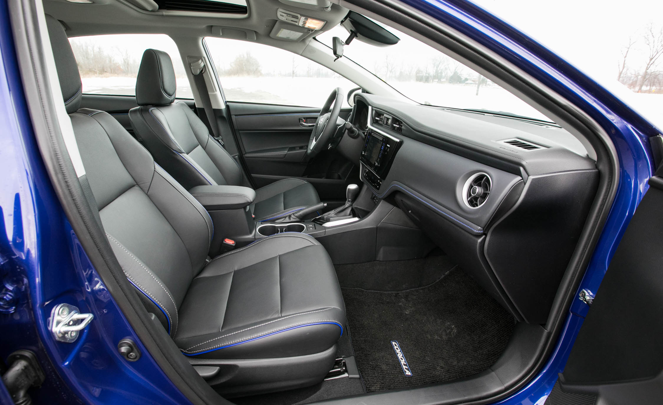 2017 Toyota Corolla XSE Interior Seats Front (View 50 of 75)
