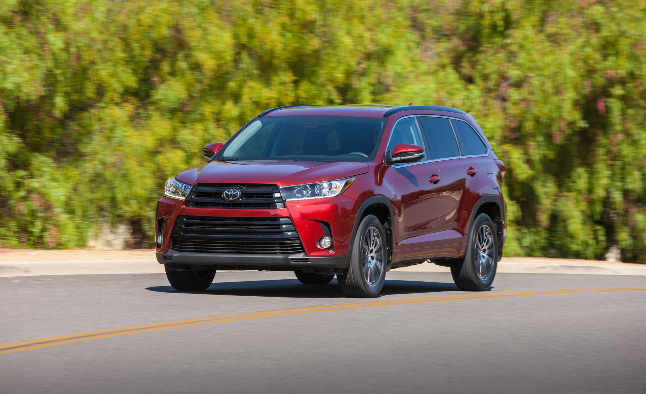 2017 Toyota Highlander (Photo 8 of 10)
