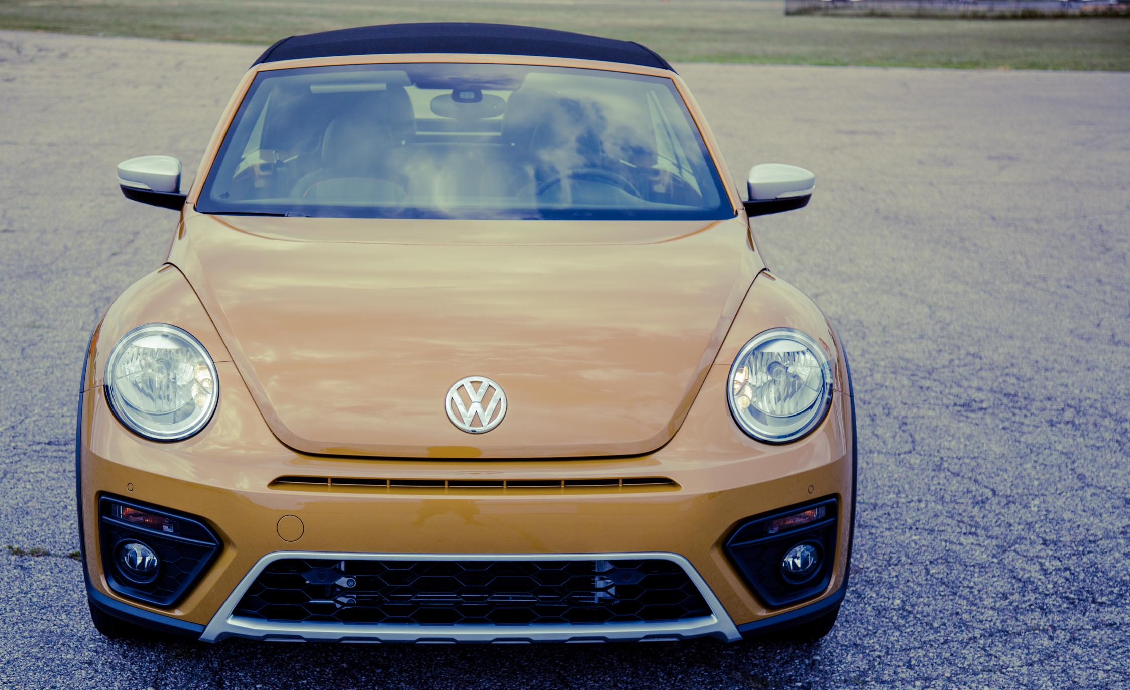 2017 Volkswagen Beetle Dune Convertible Exterior Front (Photo 3 of 19)