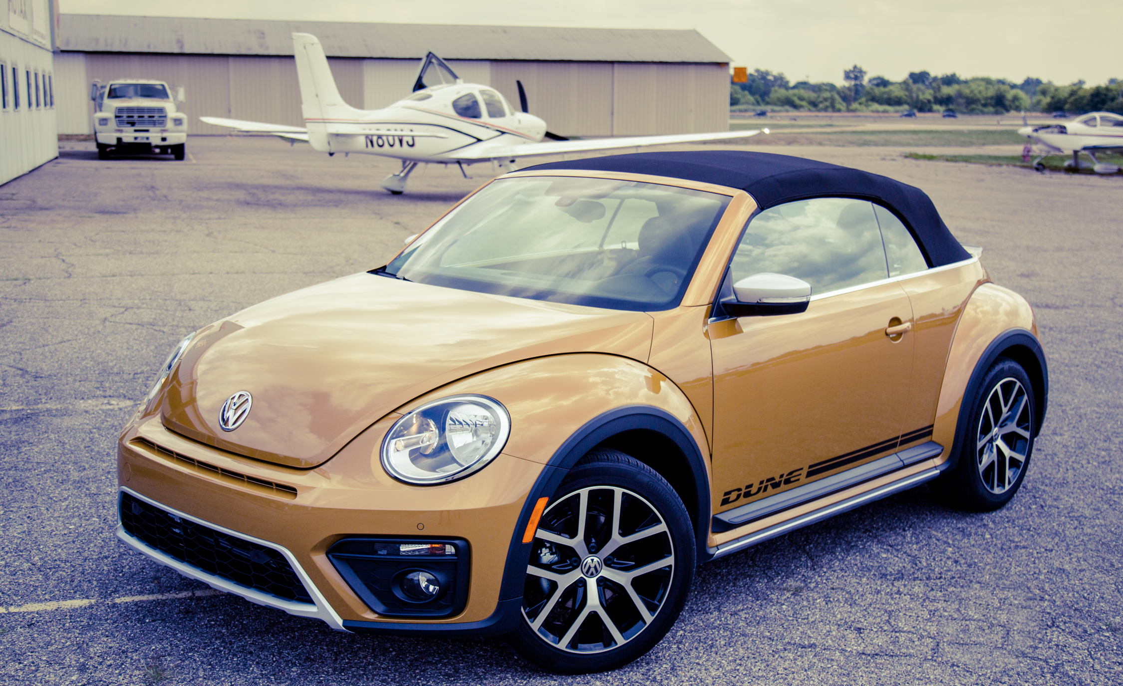 Featured Image of 2017 Volkswagen Beetle Dune Convertible