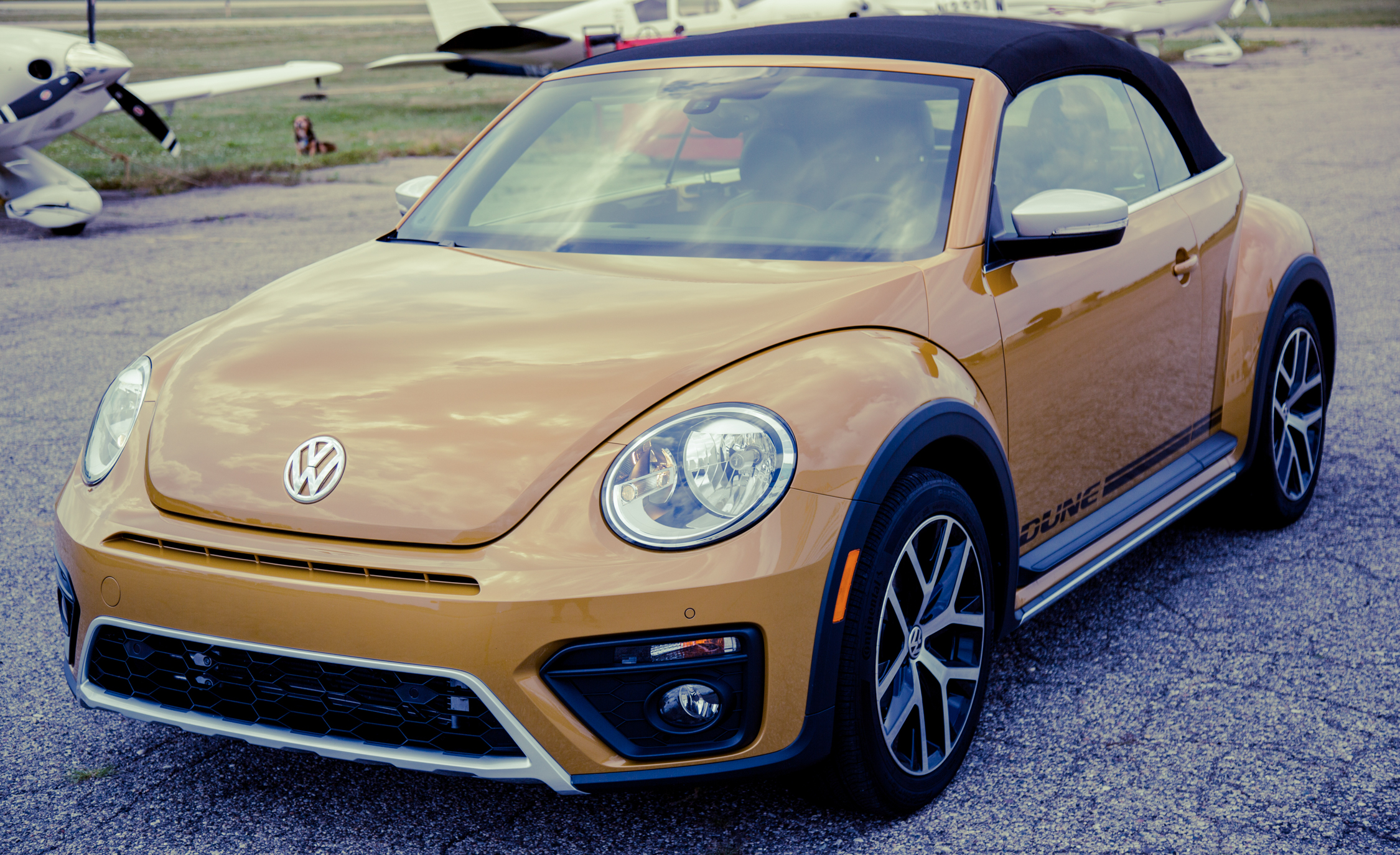 2017 Volkswagen Beetle Dune Convertible Exterior (Photo 2 of 19)