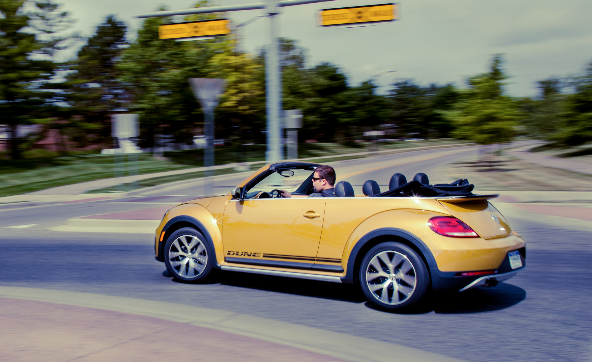 2017 Volkswagen Beetle Dune Convertible Test Drive Opened Roof (Photo 13 of 19)