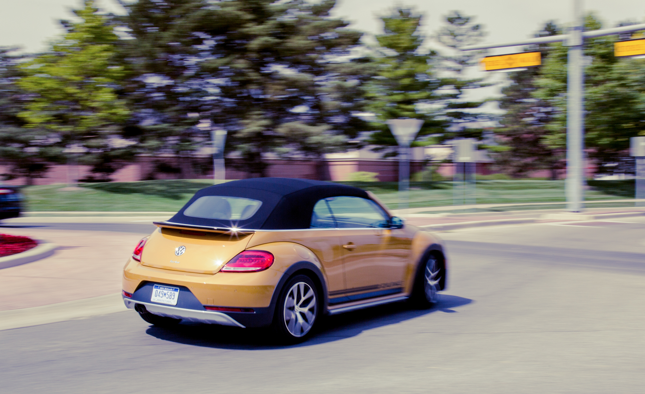 2017 Volkswagen Beetle Dune Convertible Test Drive Rear View (Photo 15 of 19)