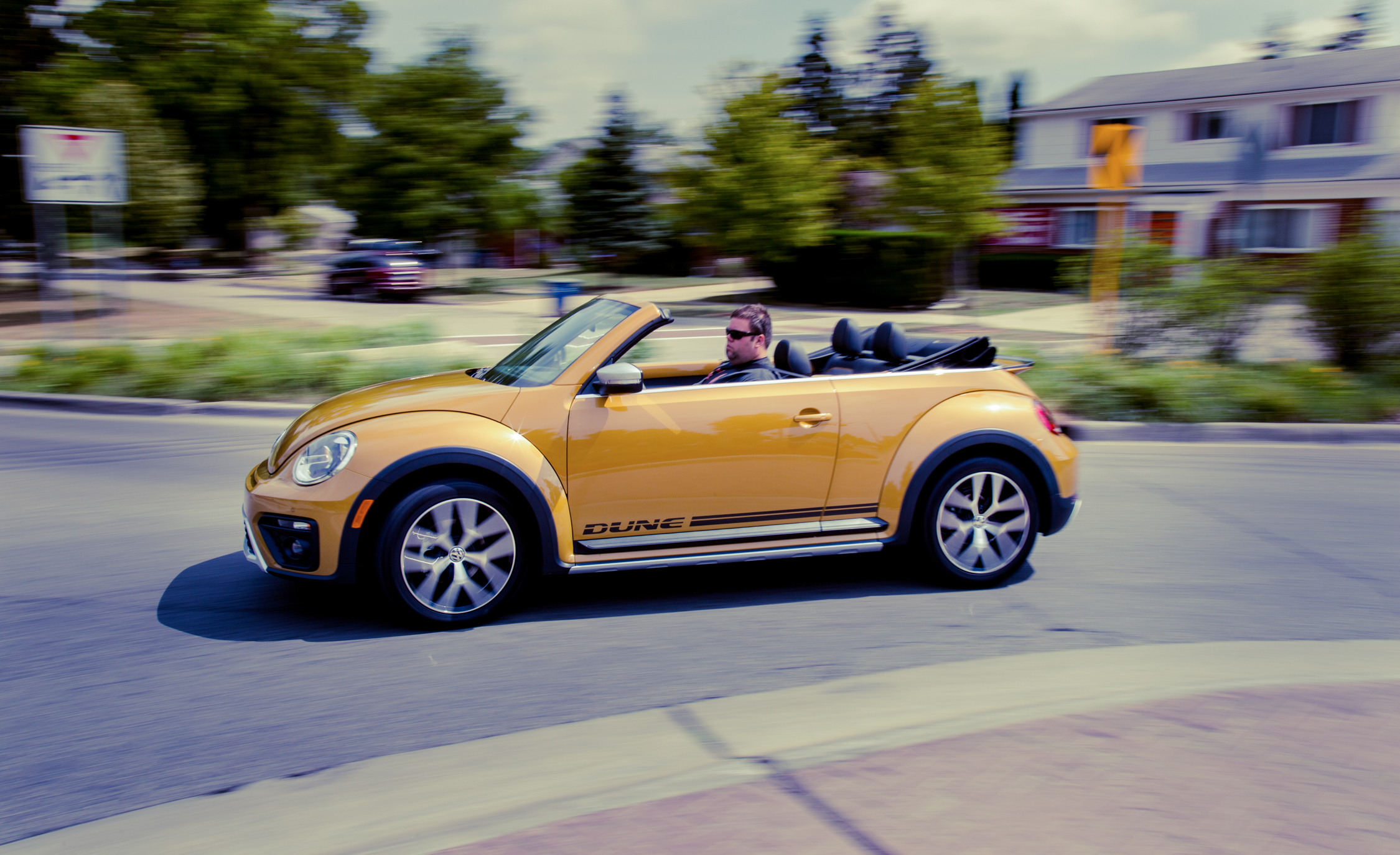 2017 Volkswagen Beetle Dune Convertible Test Drive Roof Open (Photo 16 of 19)