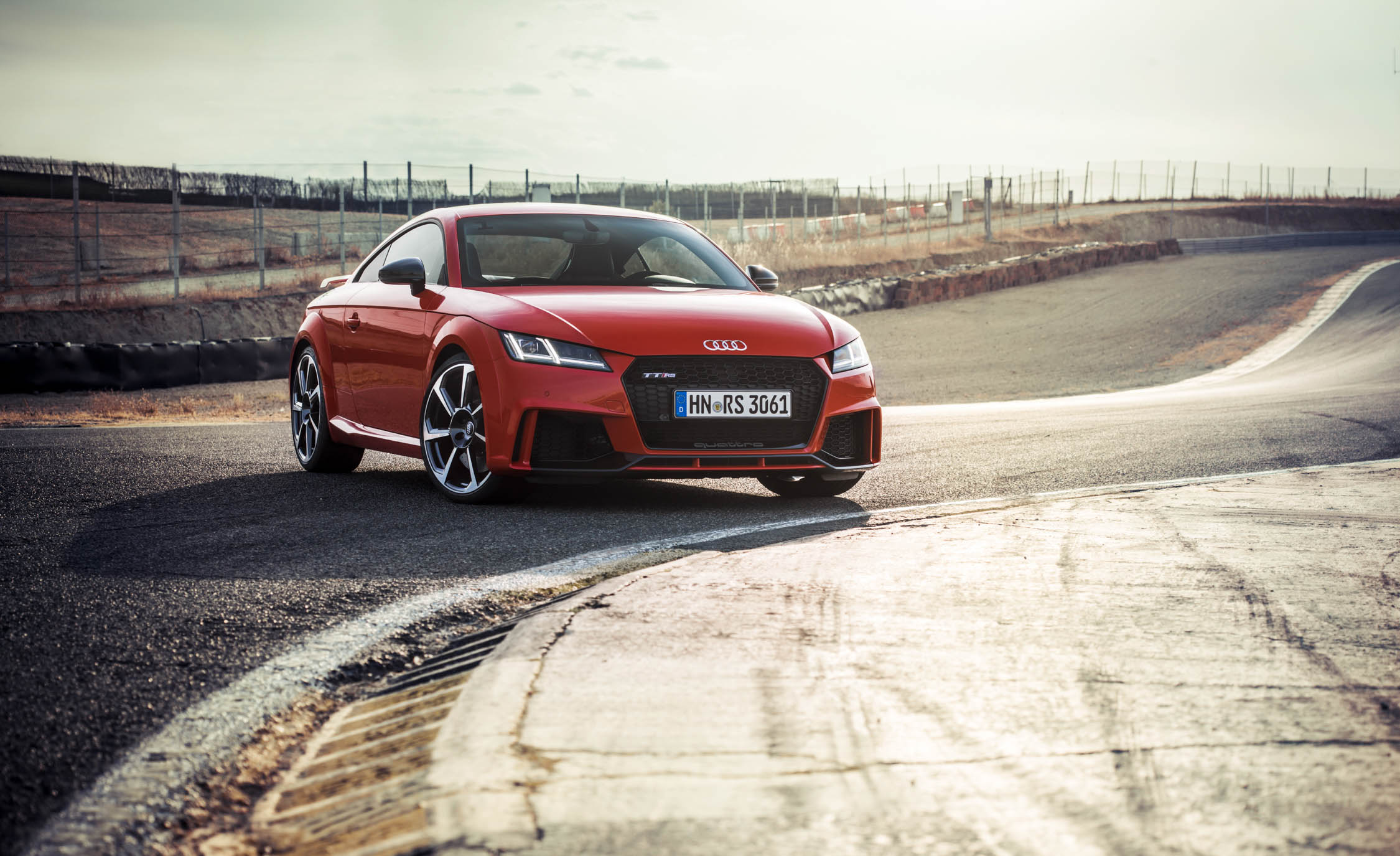 2017 Audi TT RS Coupe (Photo 17 of 34)
