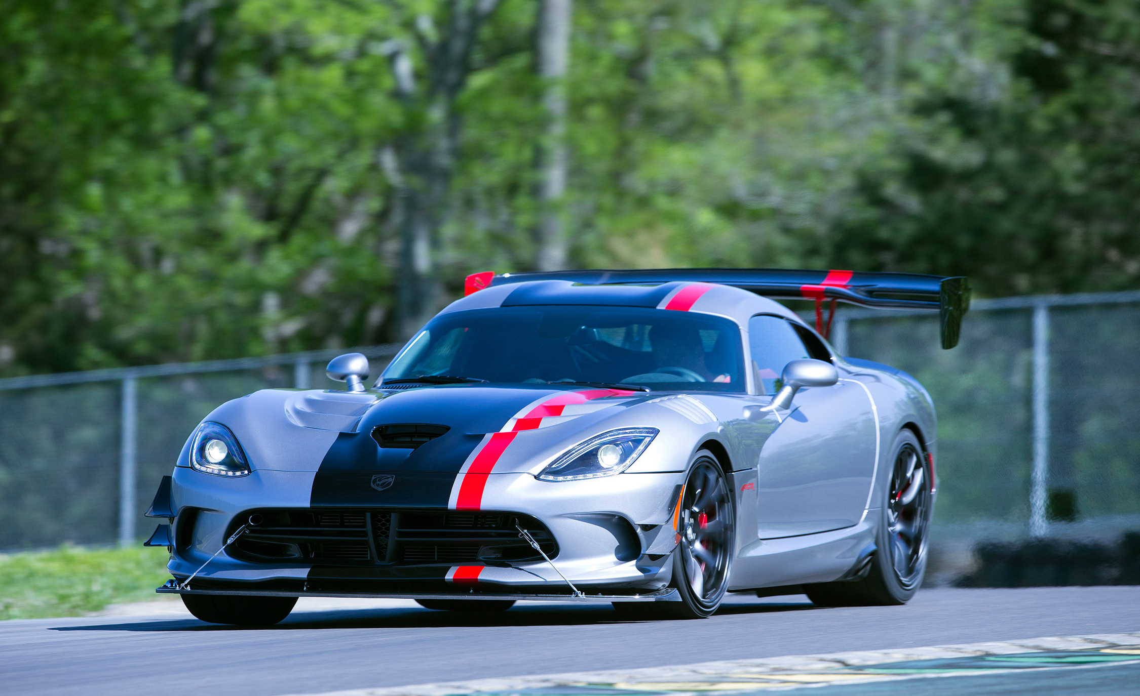 2016 Dodge Viper ACR (Photo 26 of 29)