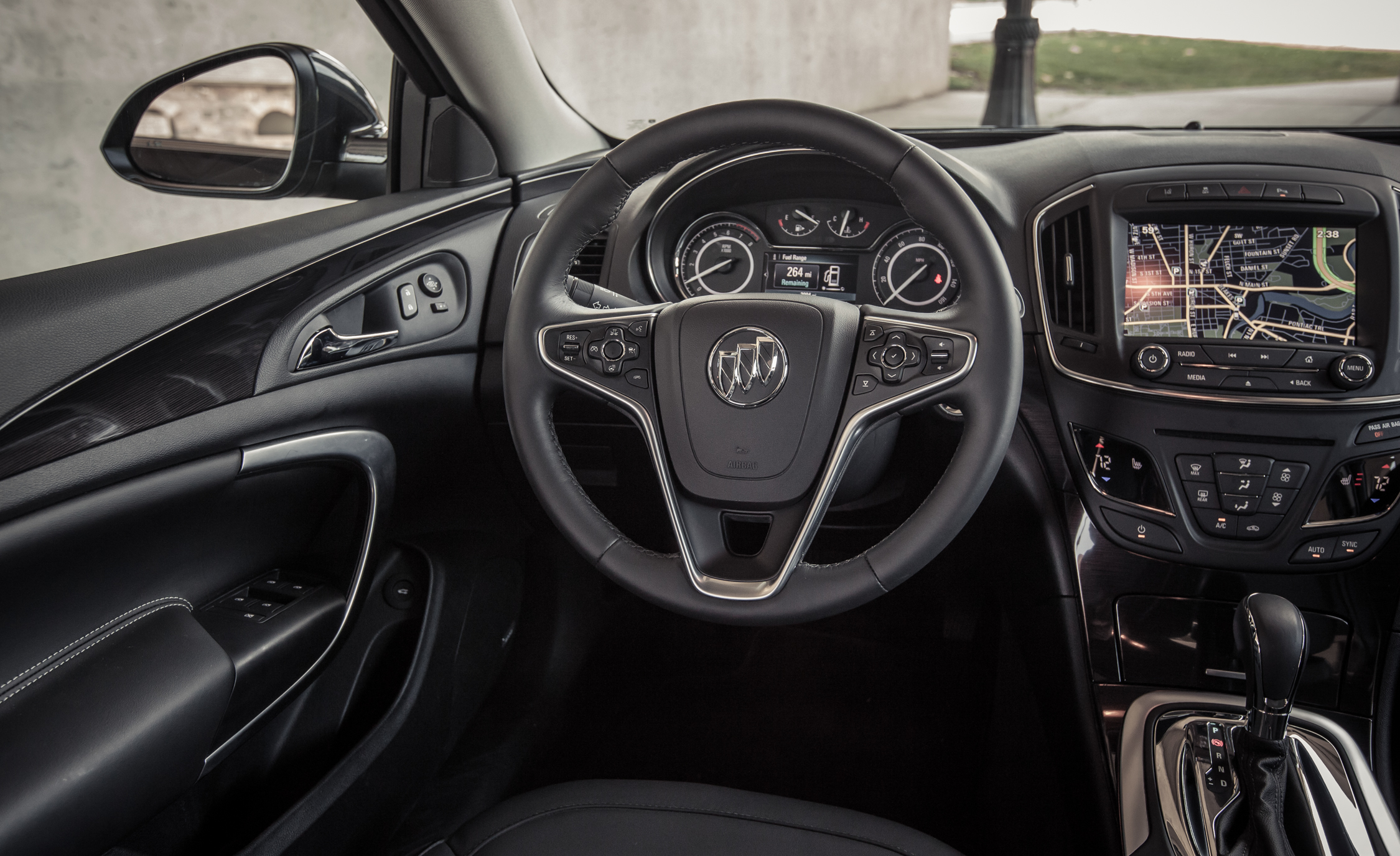 2014 Buick Regal Turbo Interior (Photo 25 of 30)
