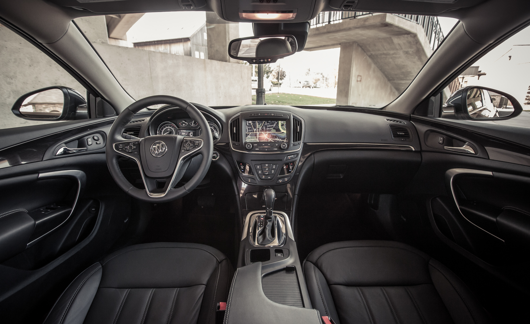 2014 Buick Regal Turbo Interior (Photo 23 of 30)