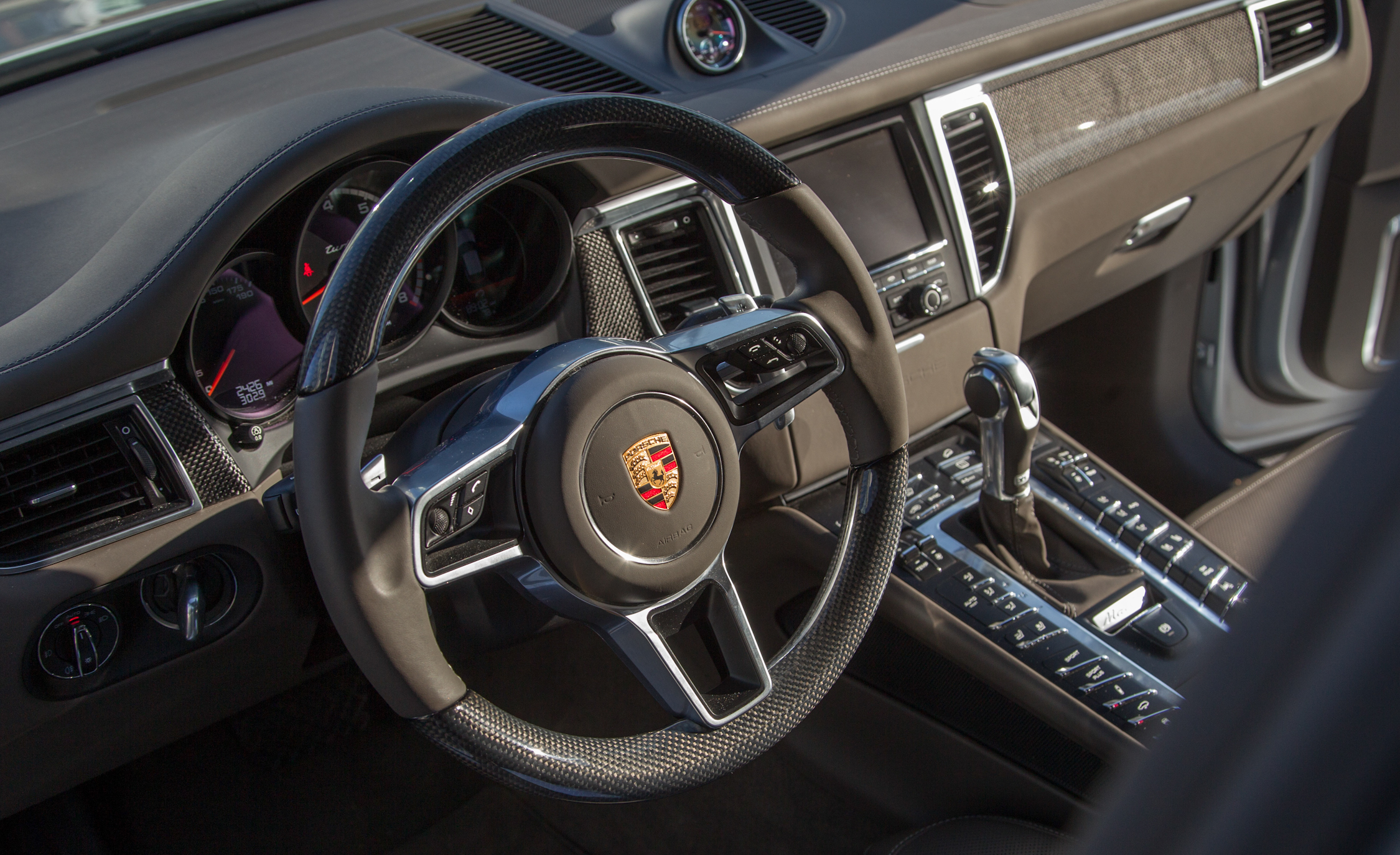 2015 Porsche Macan Turbo Interior (View 3 of 20)