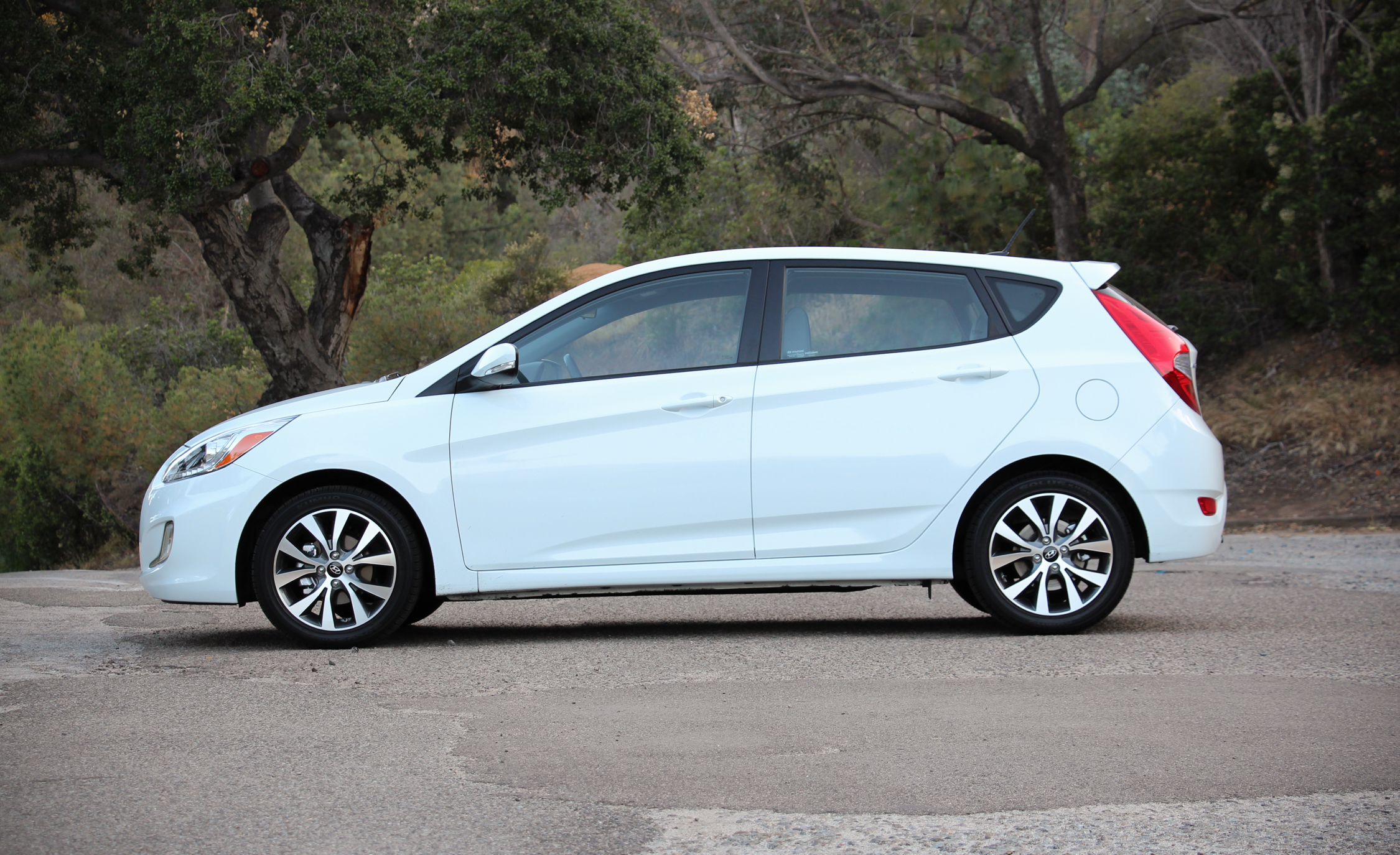 2016 Hyundai Accent Sport Hatchback (Photo 4 of 13)