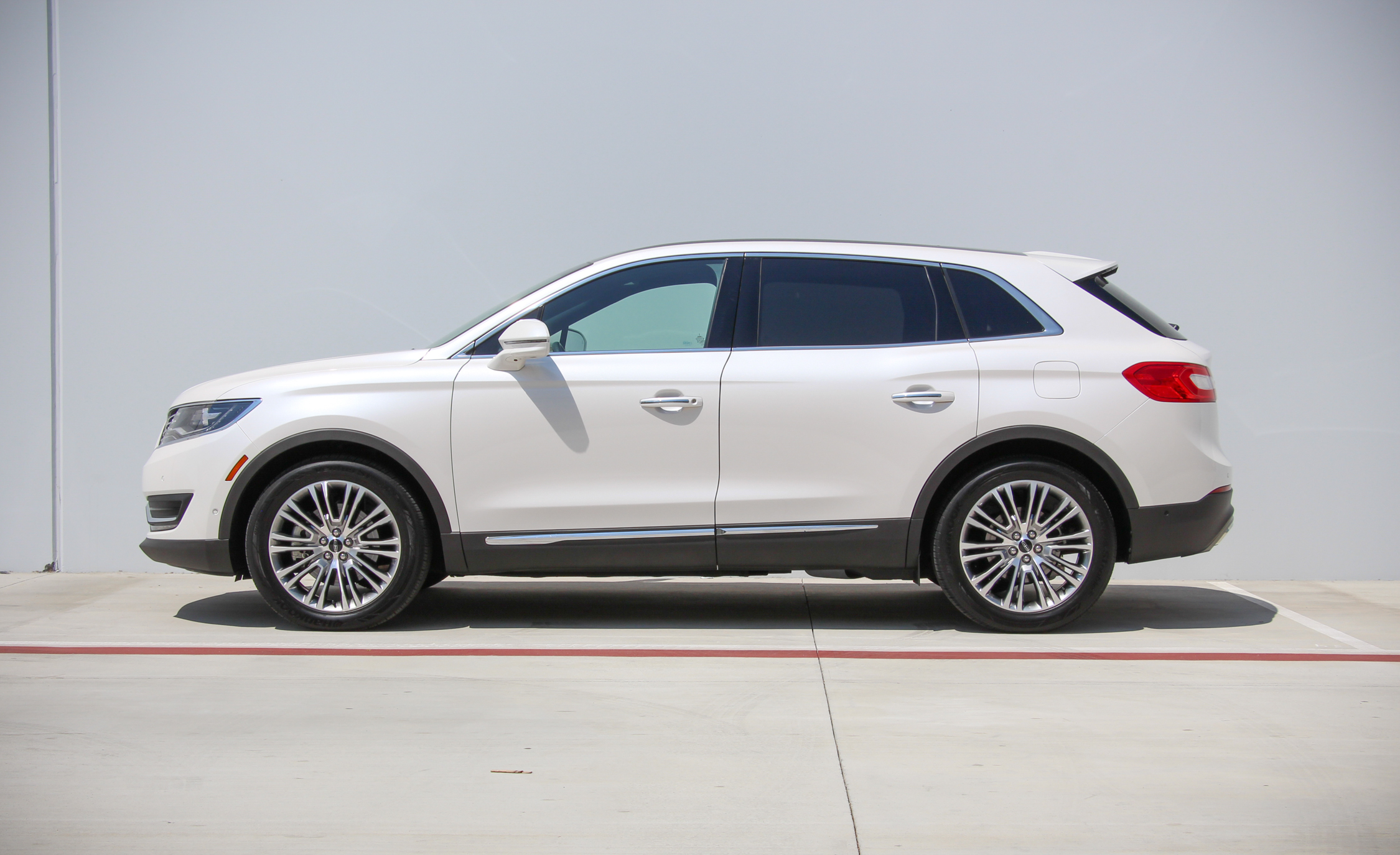 2016 Lincoln MKX (Photo 12 of 18)