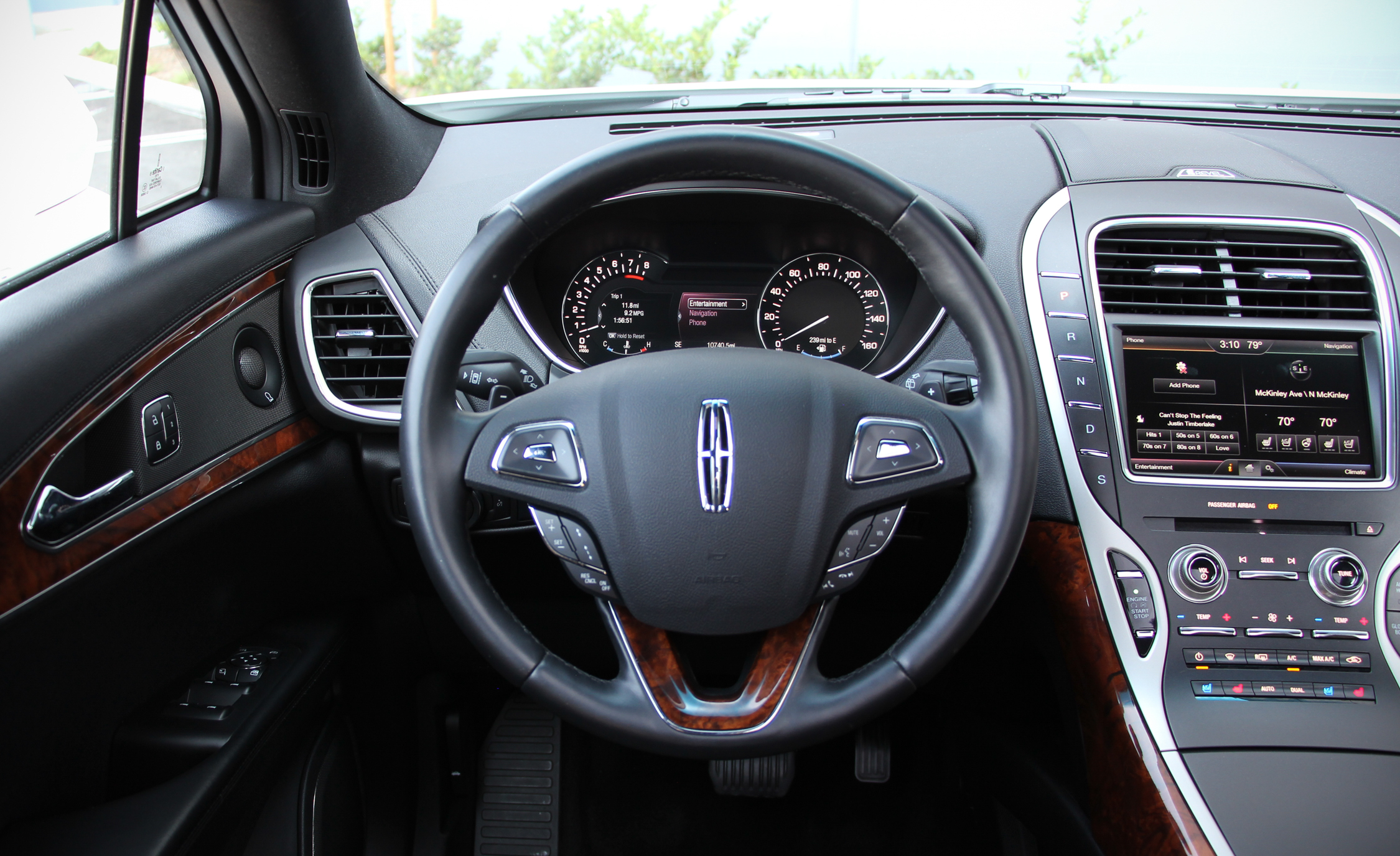 2016 Lincoln MKX (Photo 2 of 18)