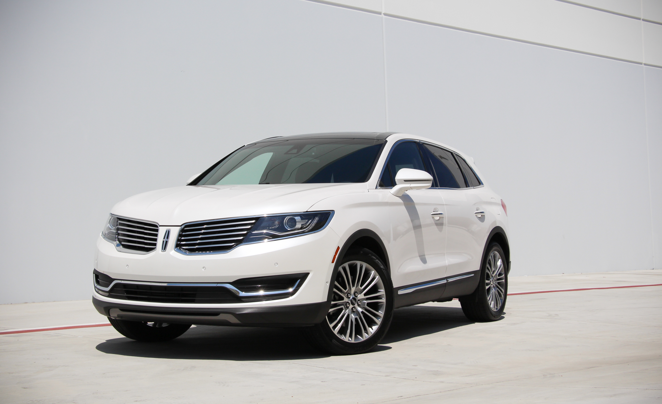 Featured Image of 2016 Lincoln MKX