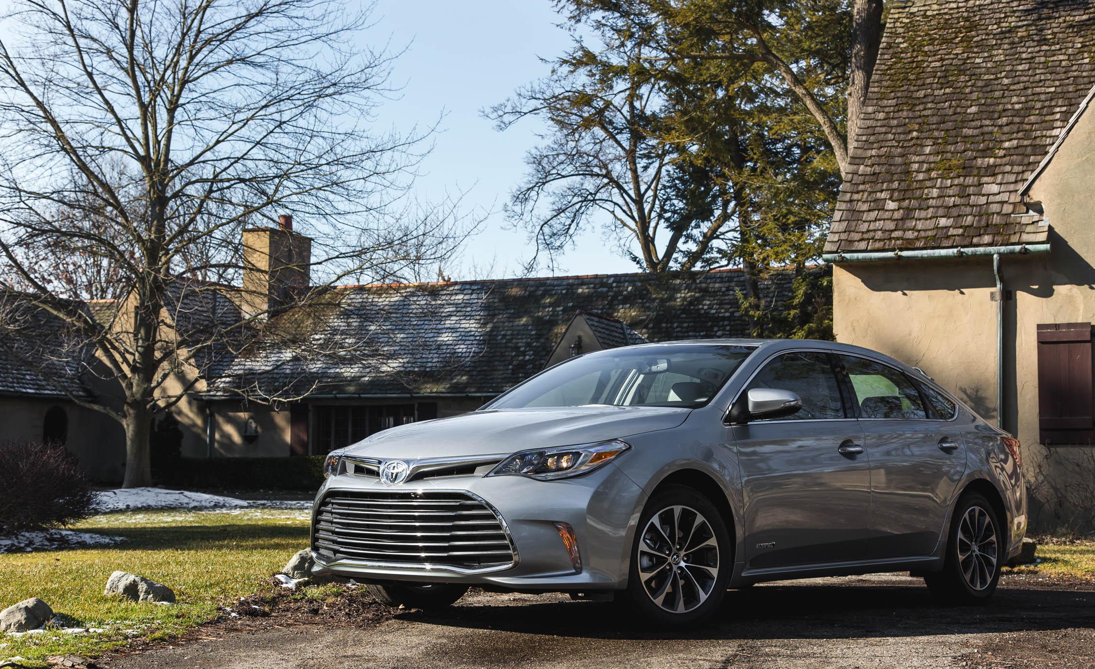 2016 Toyota Avalon Hybrid (View 1 of 24)