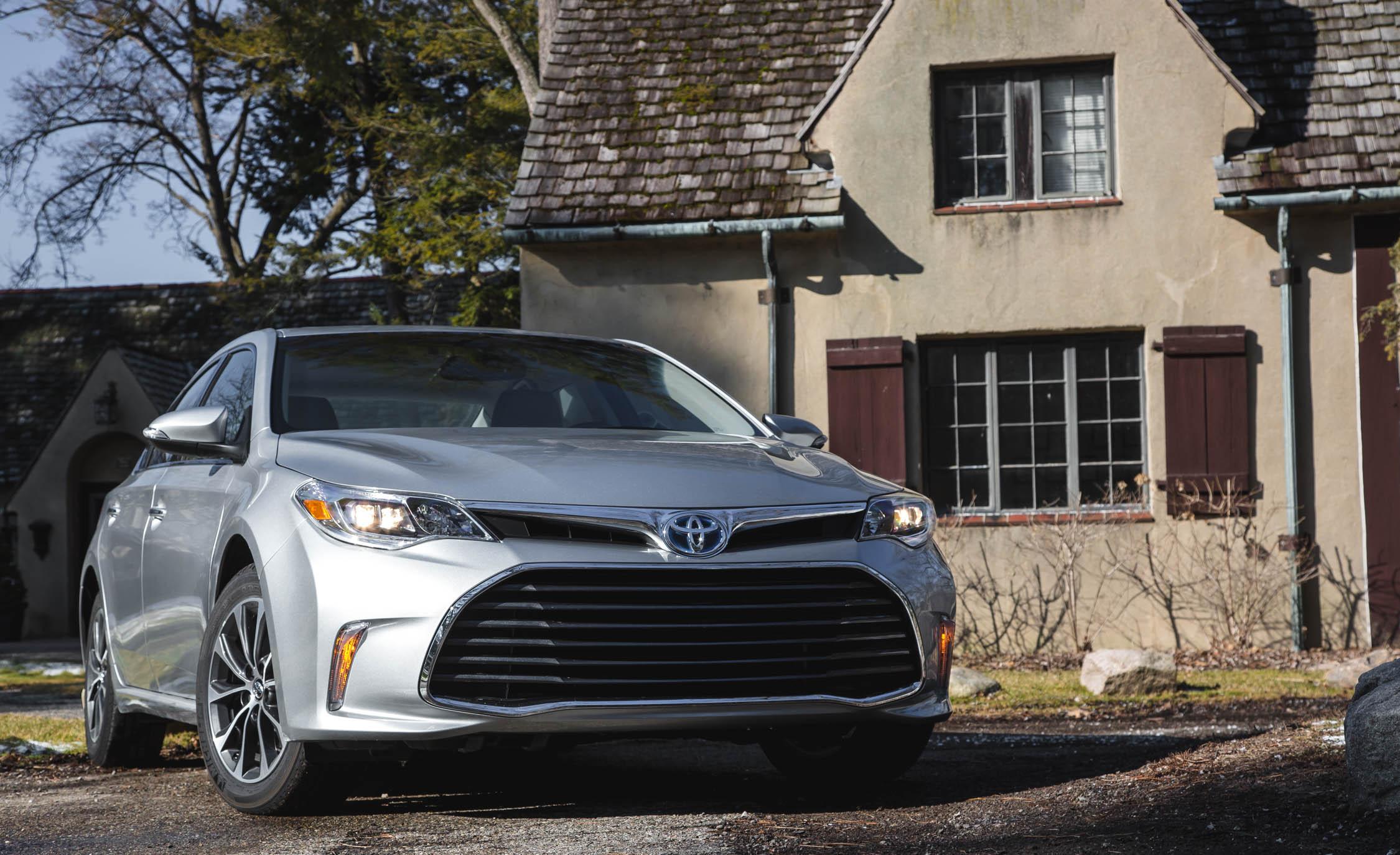 2016 Toyota Avalon Hybrid (Photo 2 of 24)