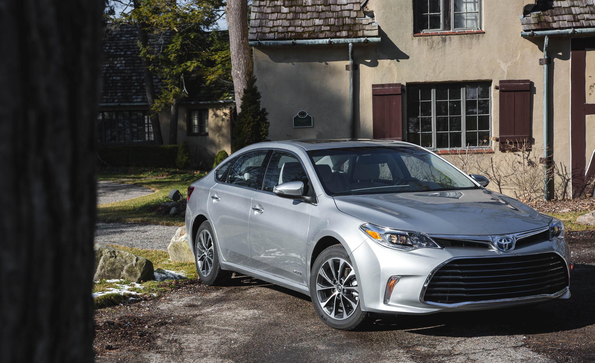 2016 Toyota Avalon Hybrid (Photo 3 of 24)