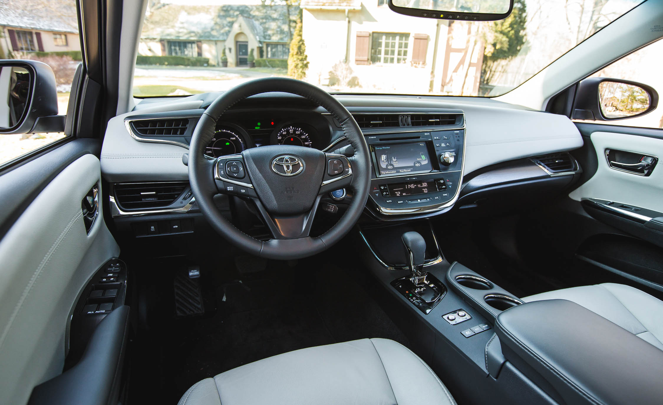 2016 Toyota Avalon Hybrid (Photo 7 of 24)