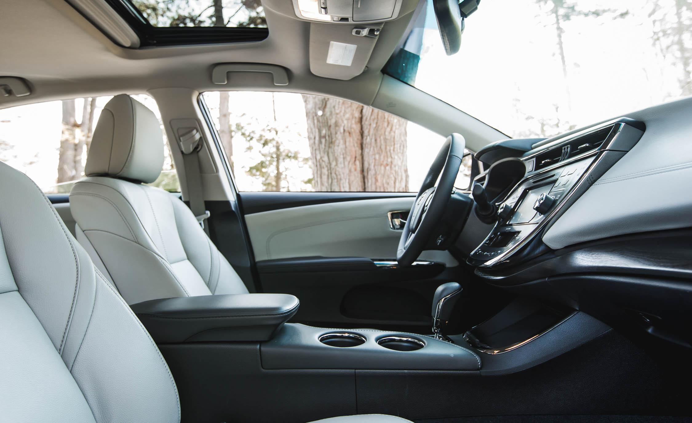 2016 Toyota Avalon Hybrid (Photo 9 of 24)