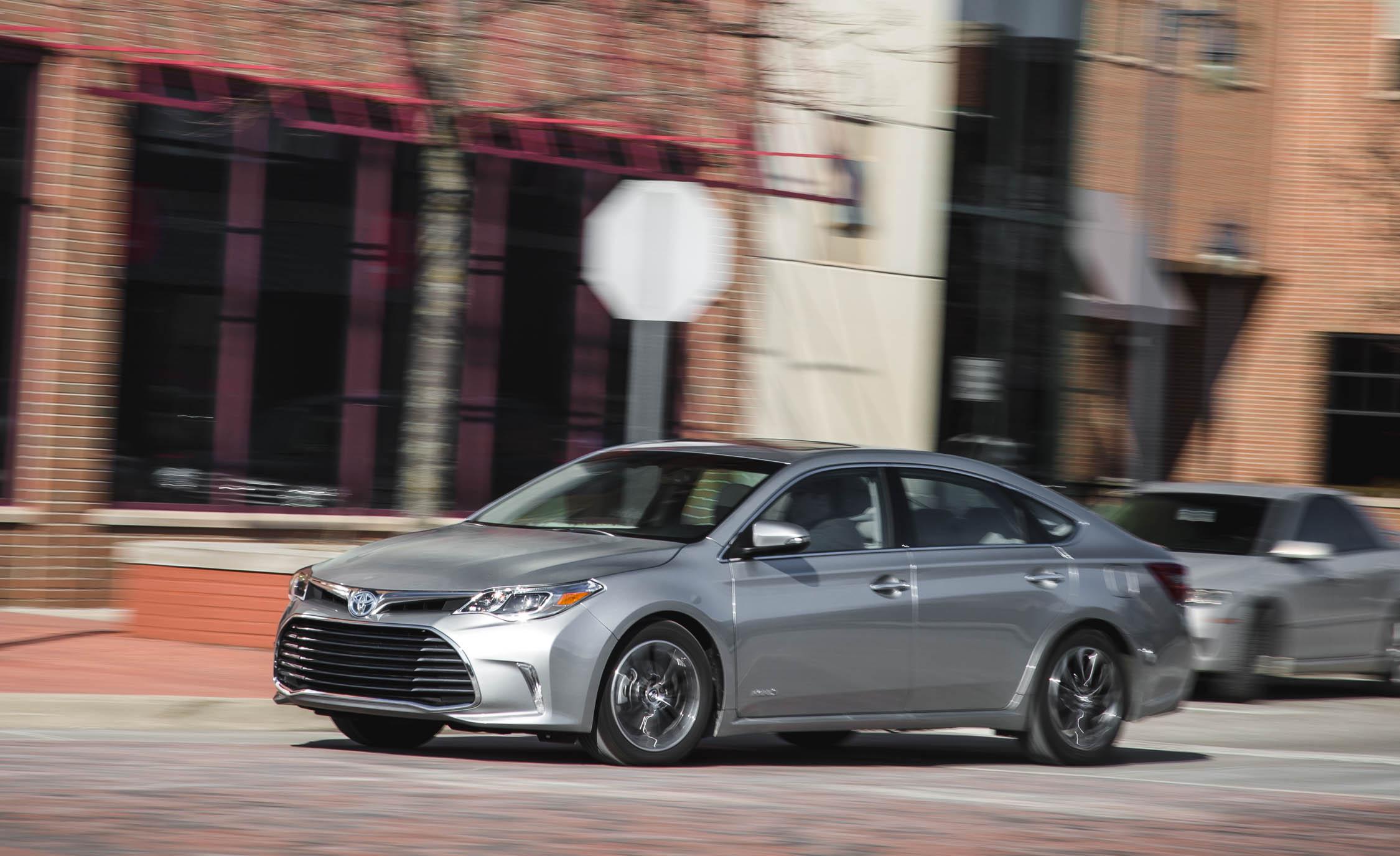 Featured Image of 2016 Toyota Avalon Hybrid