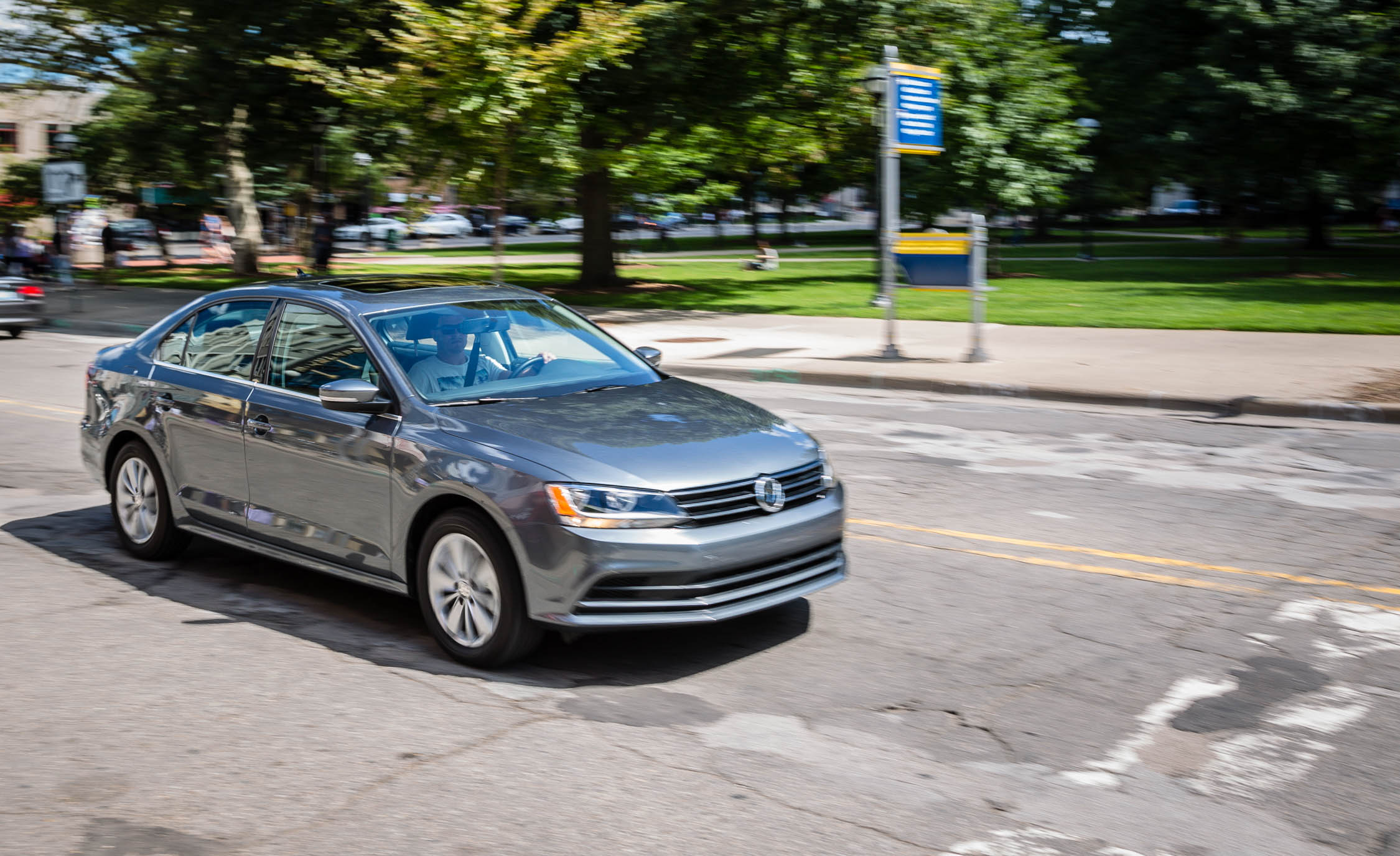 2016 Volkswagen Jetta (Photo 2 of 16)