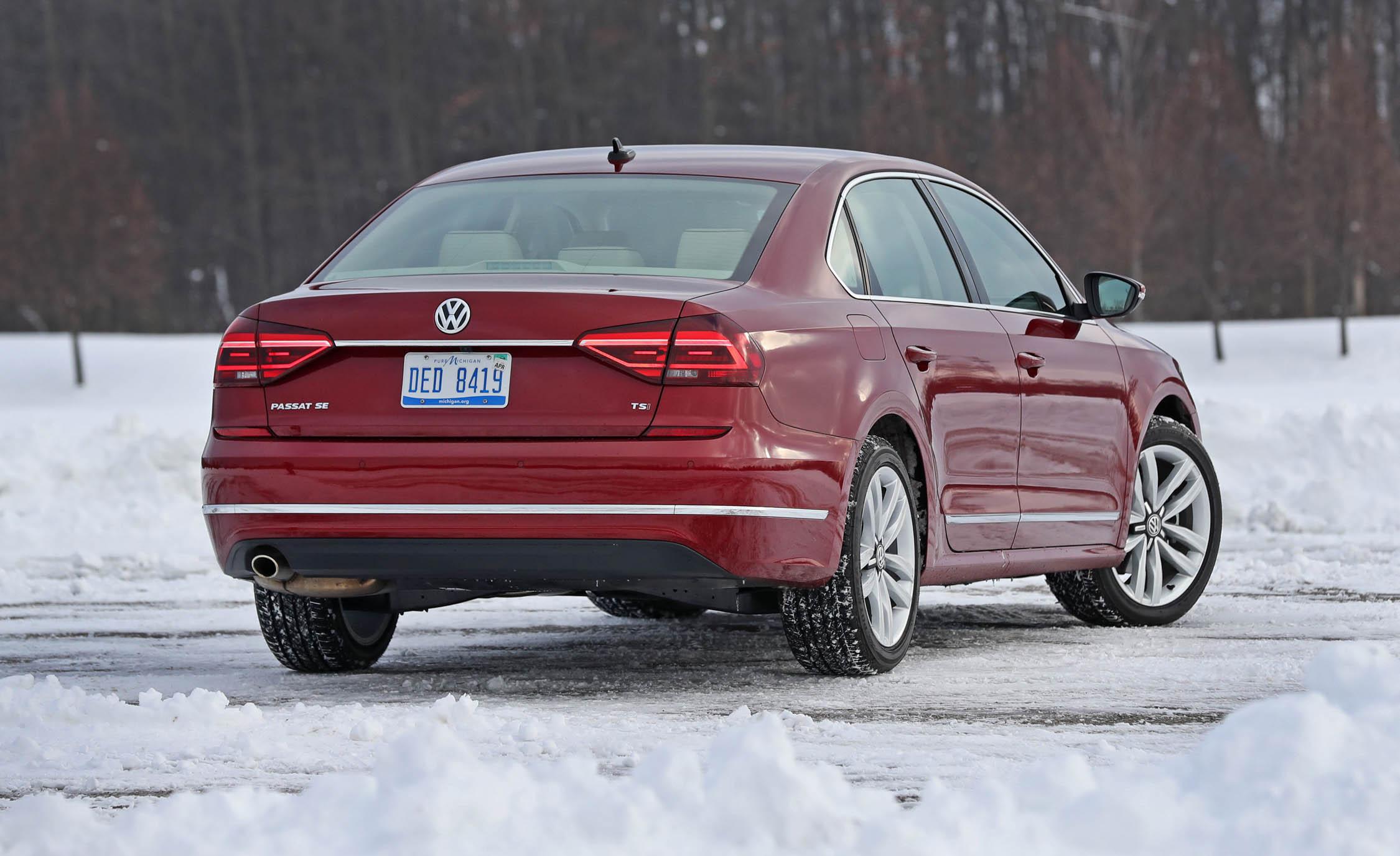 2017 Volkswagen Passat (Photo 15 of 24)