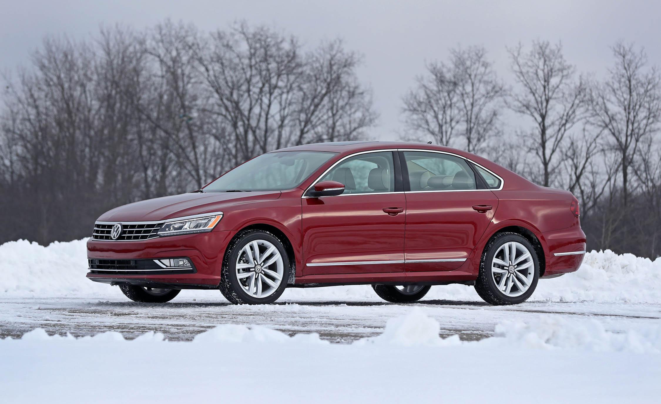 2017 Volkswagen Passat (Photo 12 of 24)