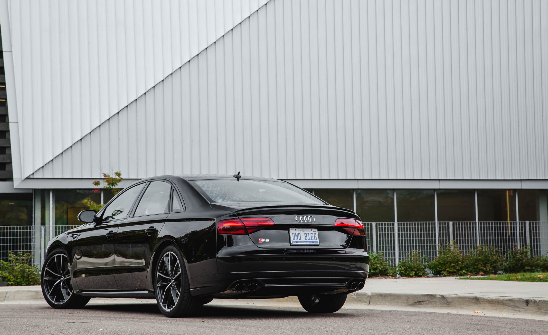 2017 Audi S8 Plus Exterior Rear And Side (Photo 5 of 36)