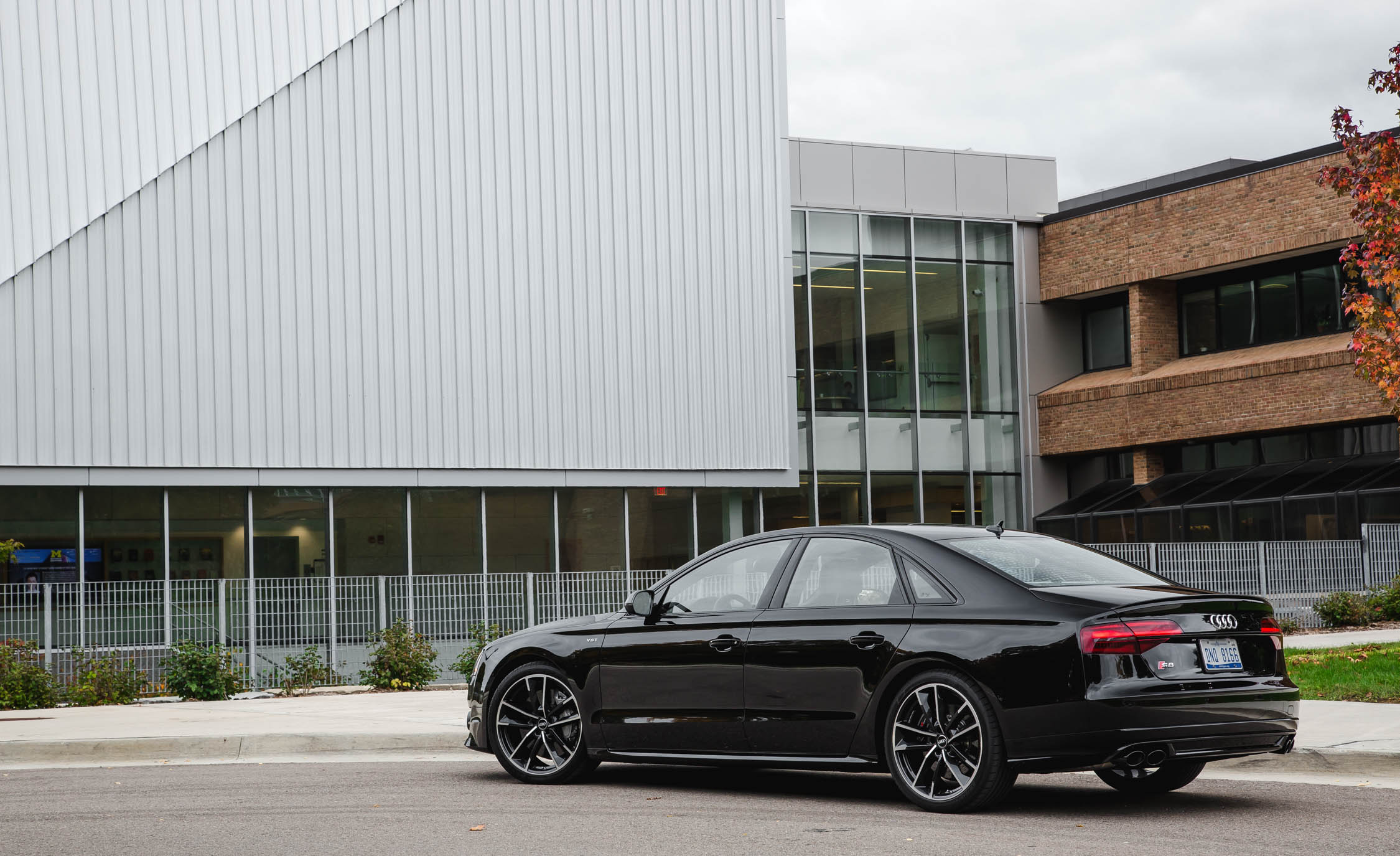 2017 Audi S8 Plus Exterior Side And Rear (Photo 6 of 36)