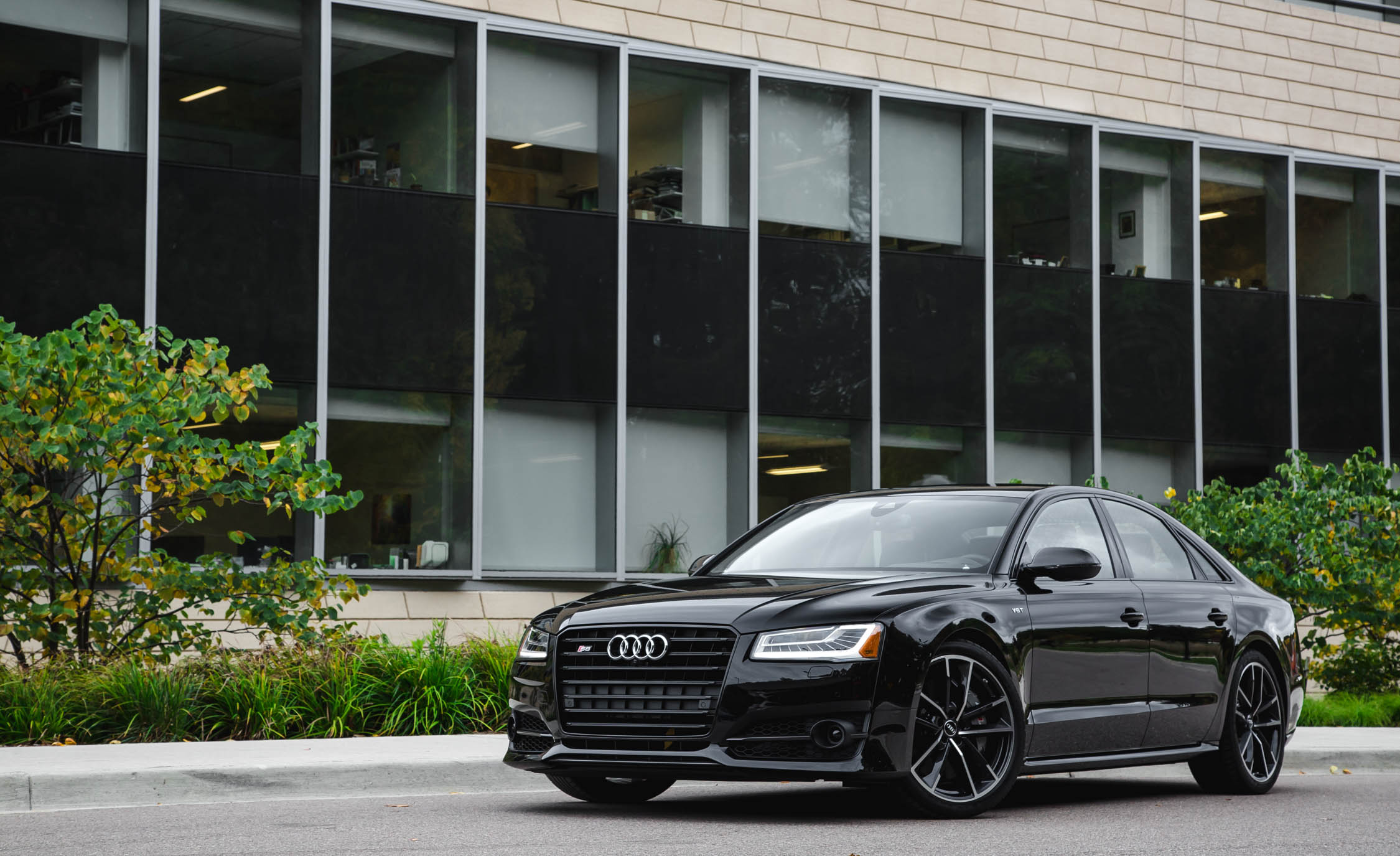 2017 Audi S8 Plus Exterior (Photo 2 of 36)