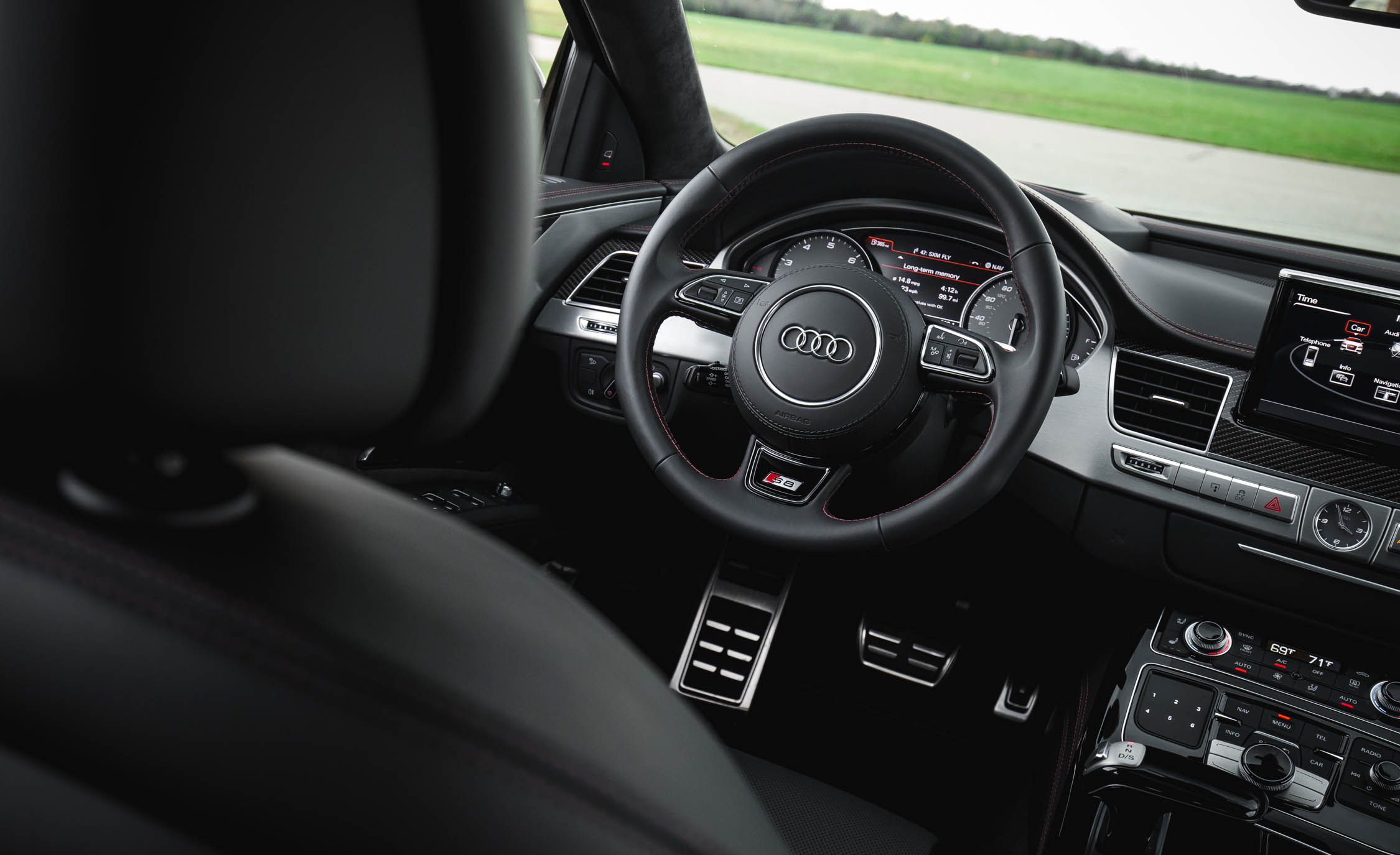 2017 Audi S8 Plus Interior Steering Wheel (Photo 21 of 36)