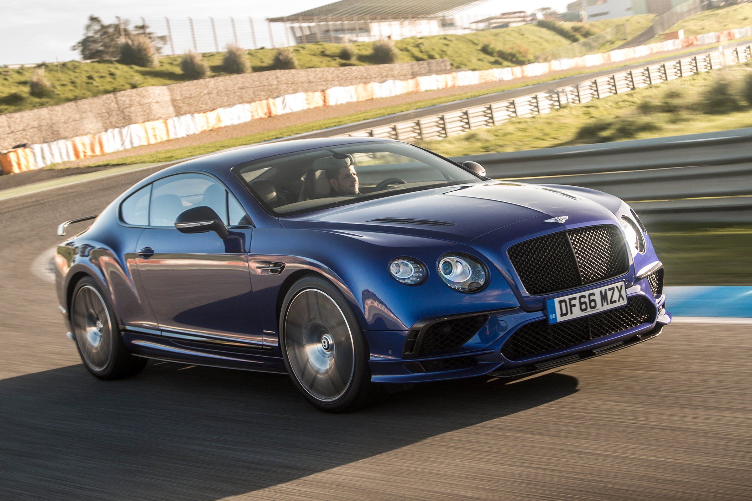 Featured Image of 2017 Bentley Continental Supersports