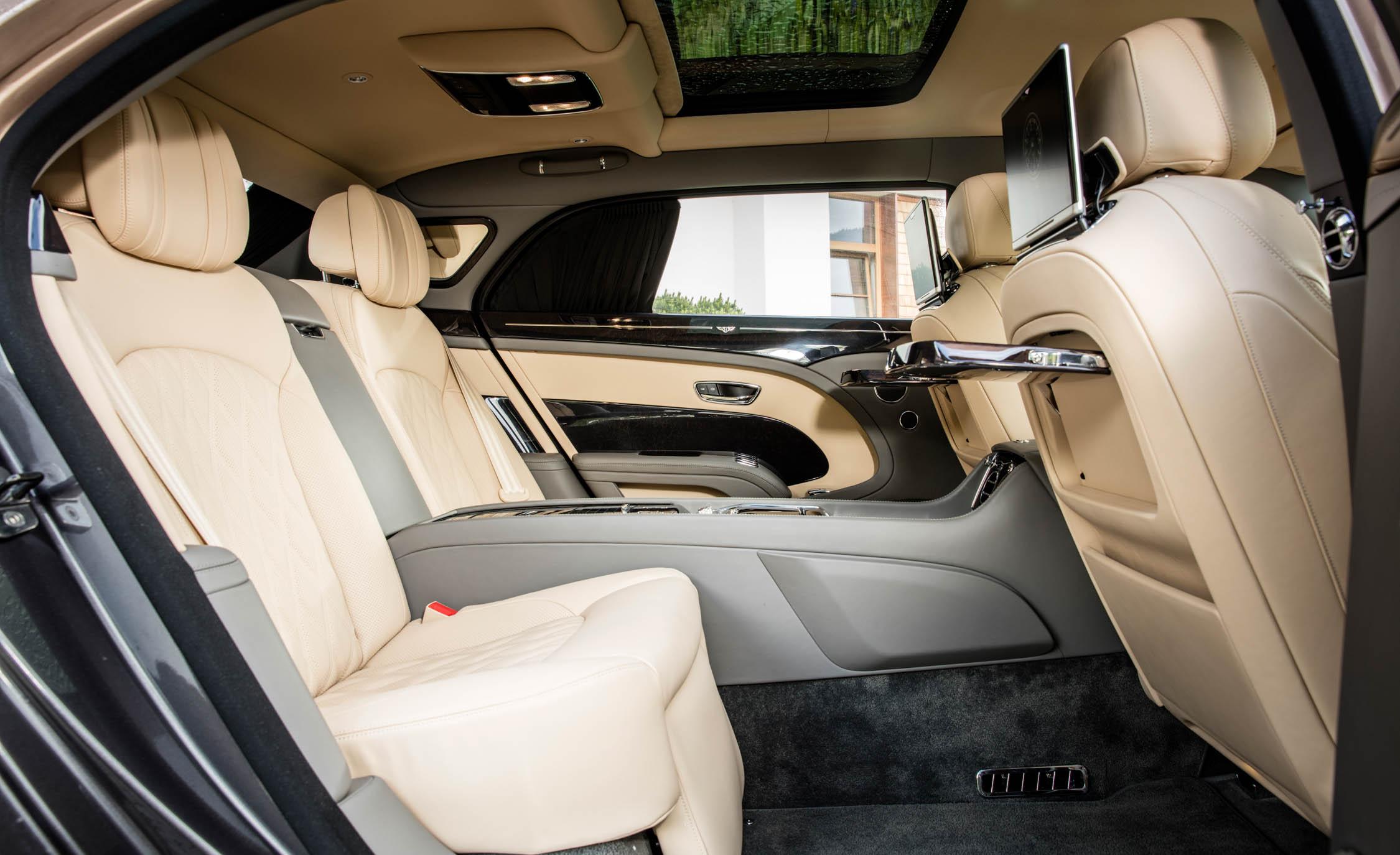 2017 Bentley Mulsanne EWB (Photo 35 of 37)