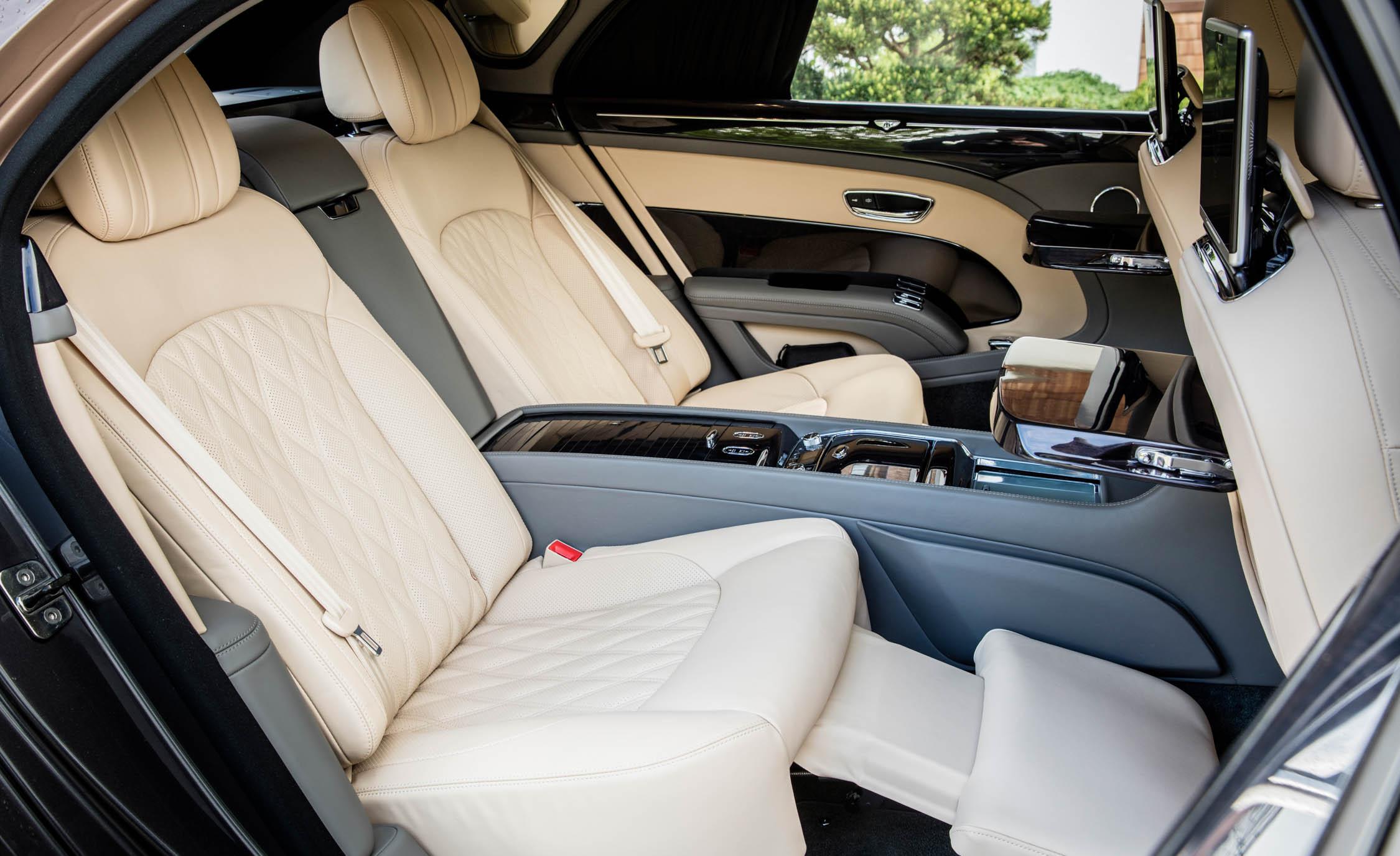 2017 Bentley Mulsanne EWB (Photo 24 of 37)