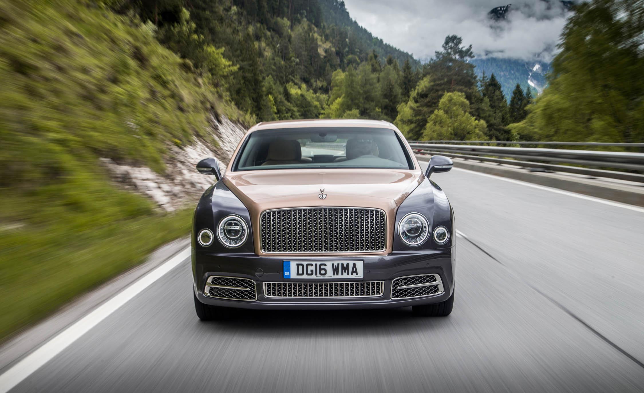 2017 Bentley Mulsanne EWB (Photo 28 of 37)