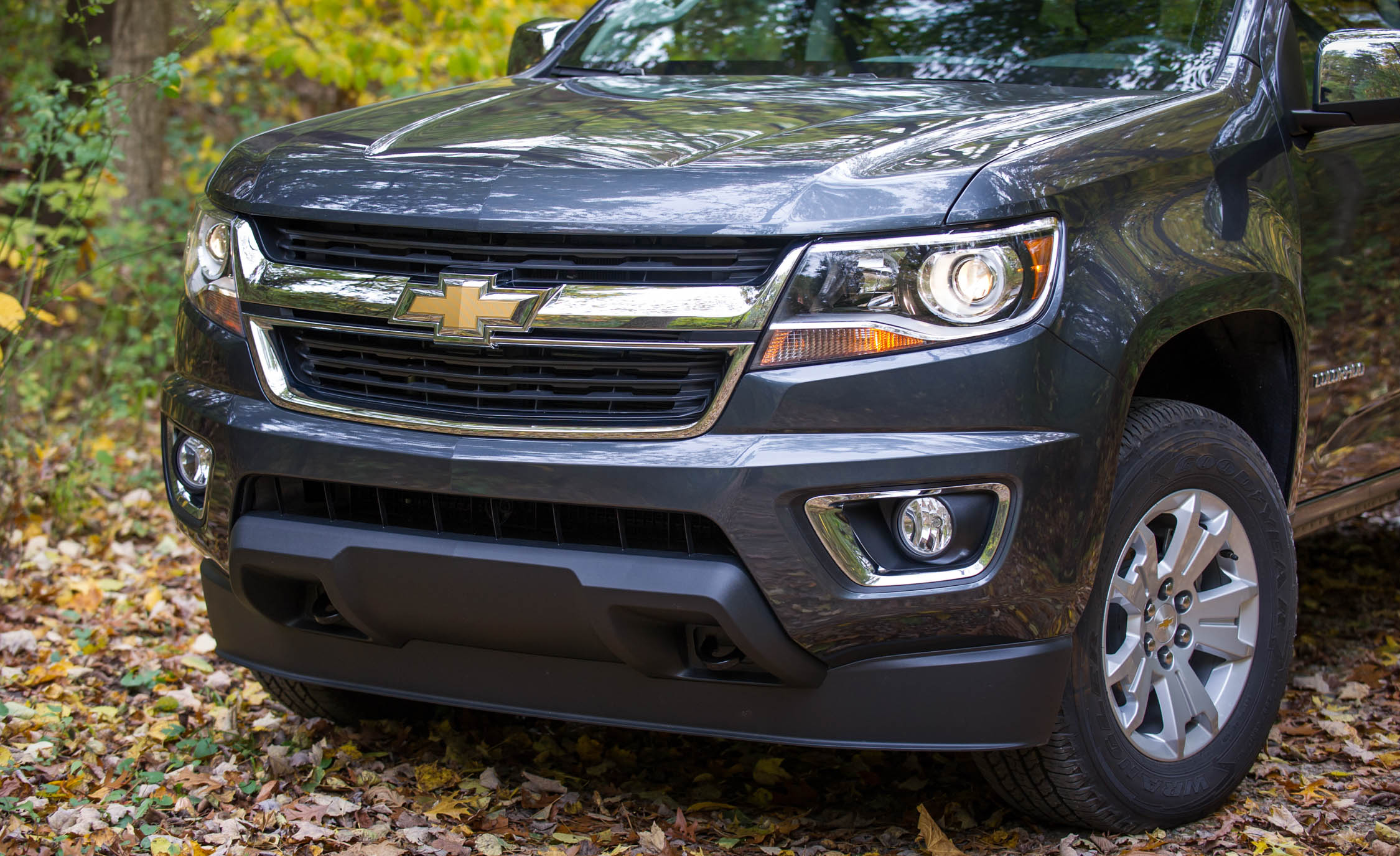 2017 Chevrolet Colorado LT Exterior View Grille And Bumper (Photo 24 of 41)