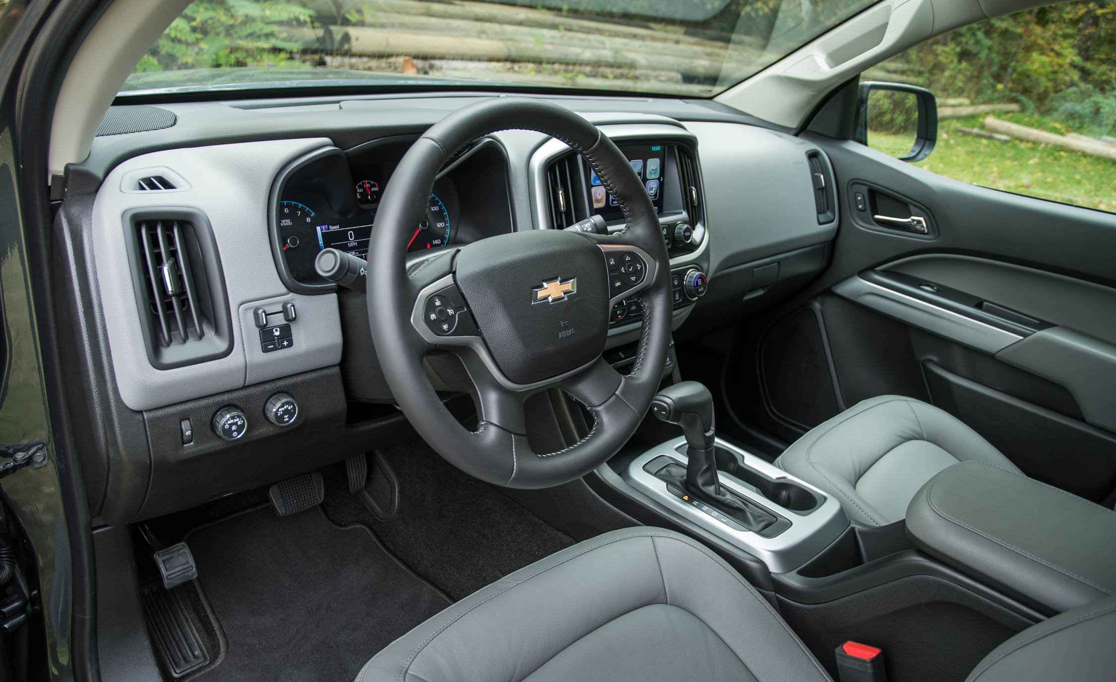 2017 Chevrolet Colorado LT Interior Cockpit Steering (Photo 28 of 41)