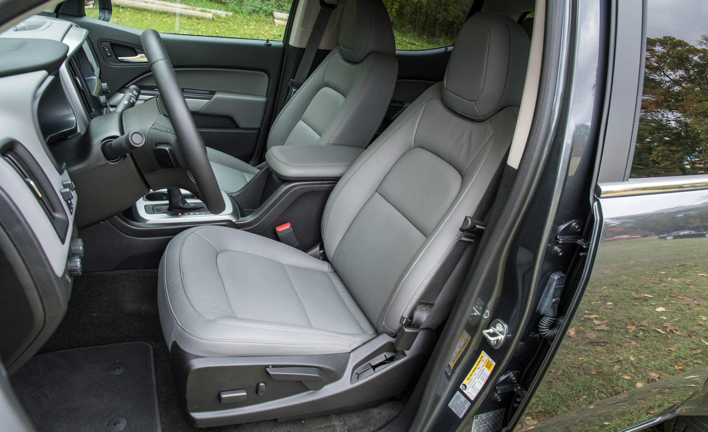 2017 Chevrolet Colorado LT Interior Seats Cockpit (View 18 of 41)