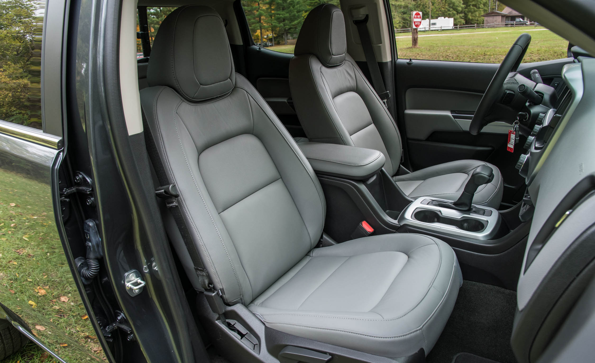 2017 Chevrolet Colorado LT Interior Seats Front (Photo 31 of 41)