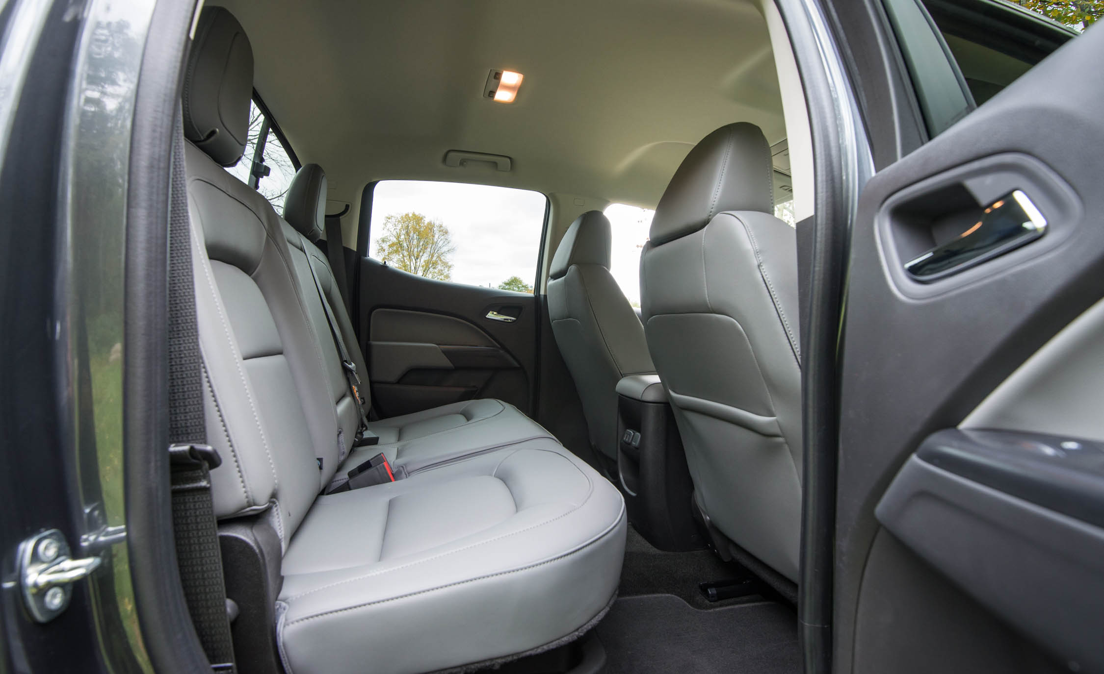 2017 Chevrolet Colorado LT Interior Seats Rear Passengers (Photo 33 of 41)