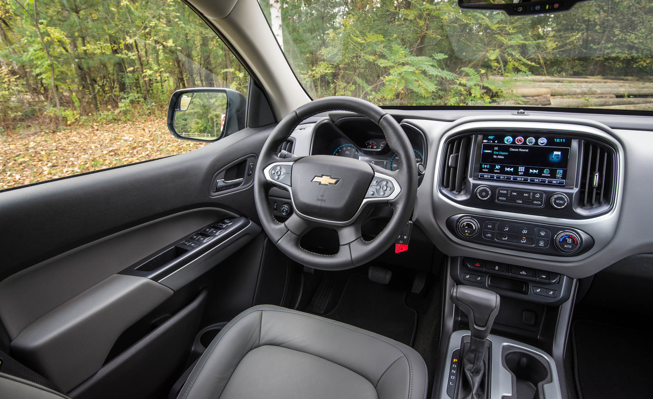 2017 Chevrolet Colorado LT Interior Steering And Headunit (View 10 of 41)
