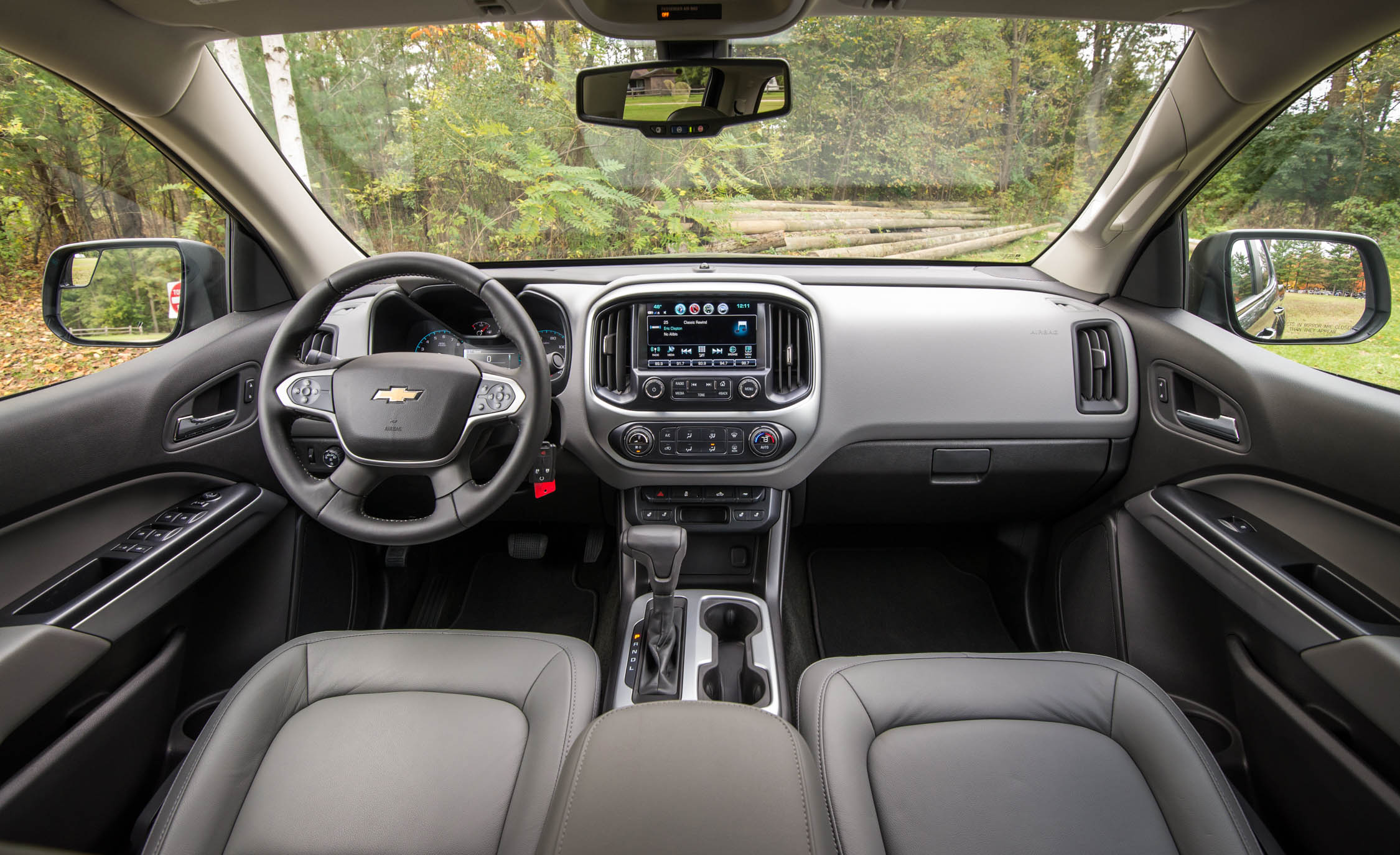 2017 Chevrolet Colorado LT Interior (View 7 of 41)