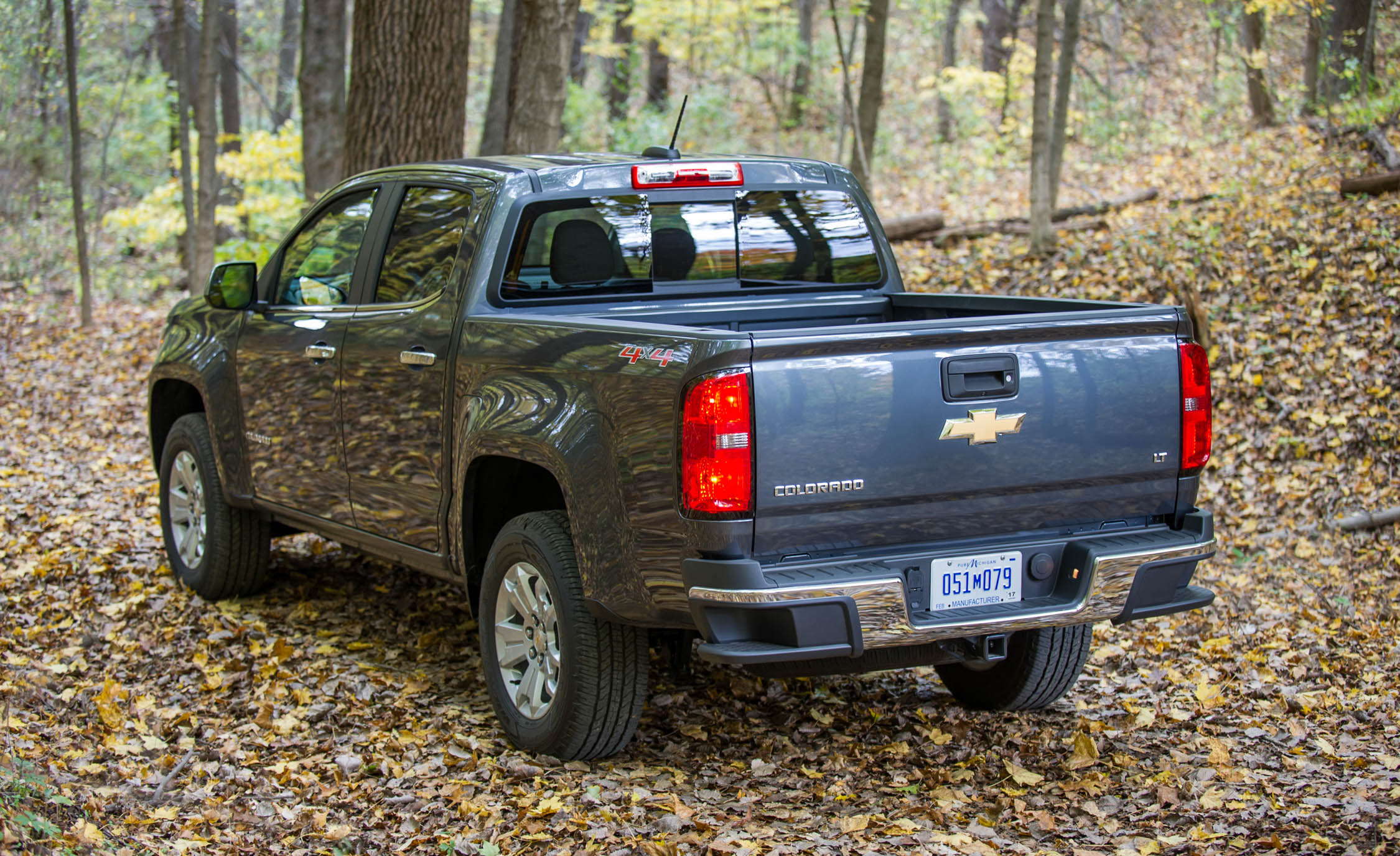 2017 Chevrolet Colorado Exterior Rear And Side (View 34 of 41)