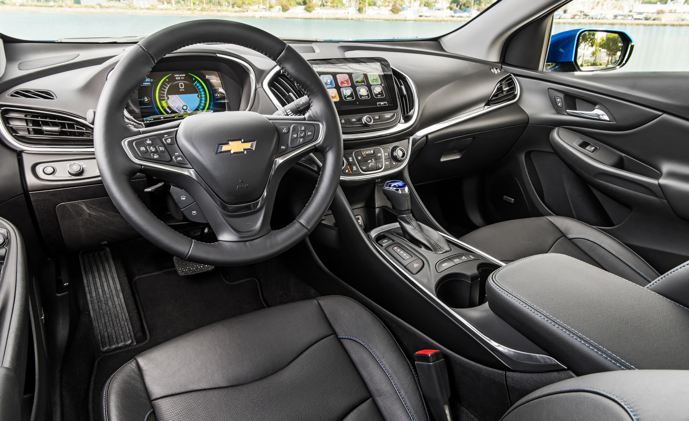 2017 Chevrolet Volt Interior Dashboard And Steering (Photo 9 of 16)