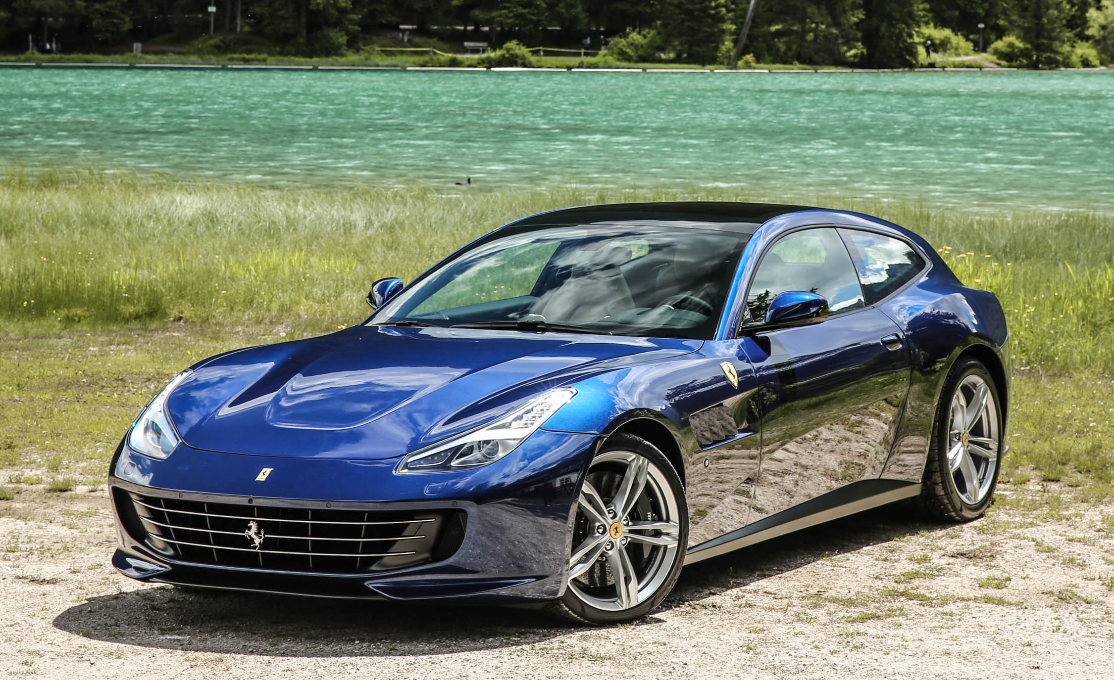 2017 Ferrari GTC4Lusso (Photo 40 of 52)