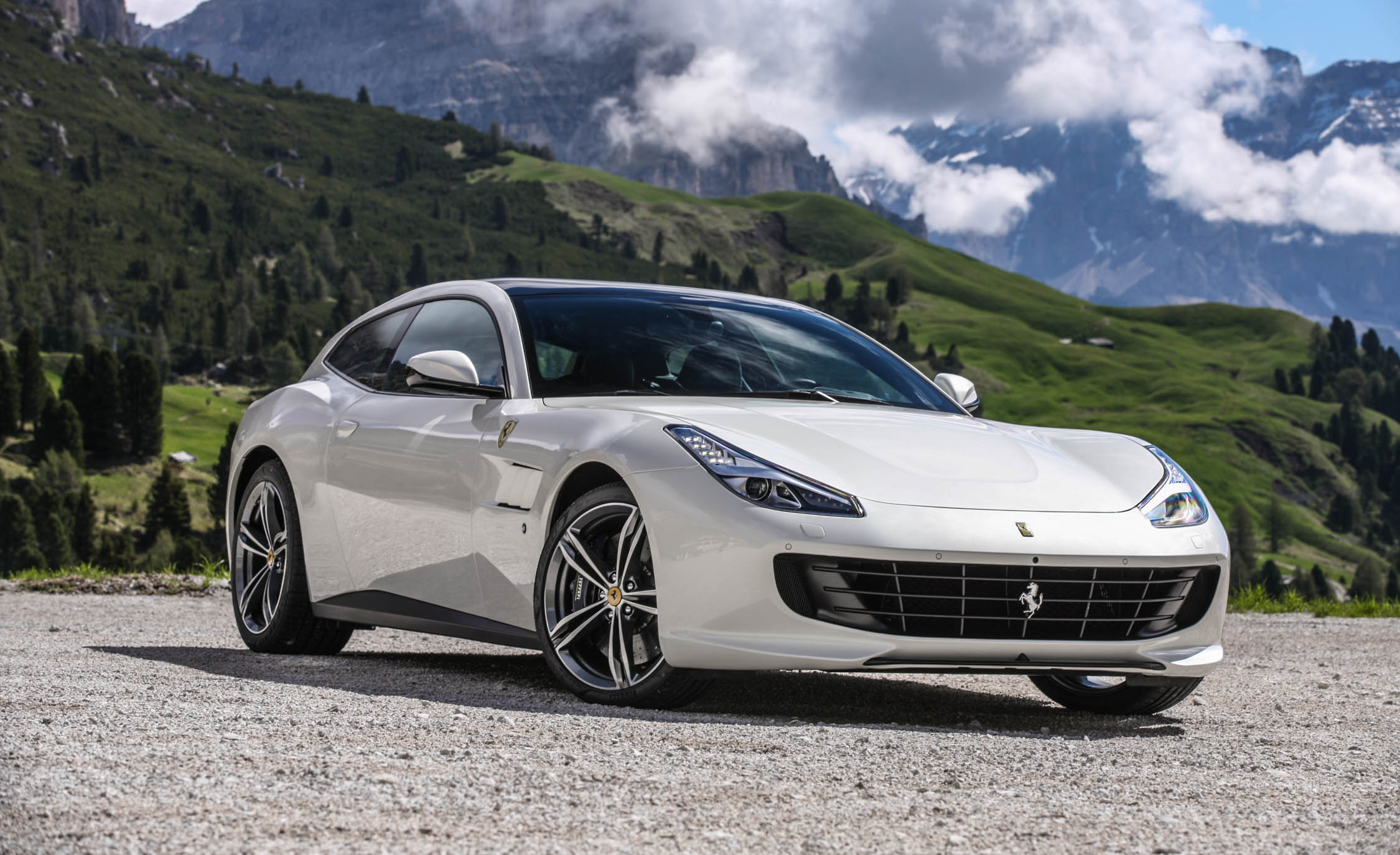 2017 Ferrari GTC4Lusso (Photo 13 of 52)
