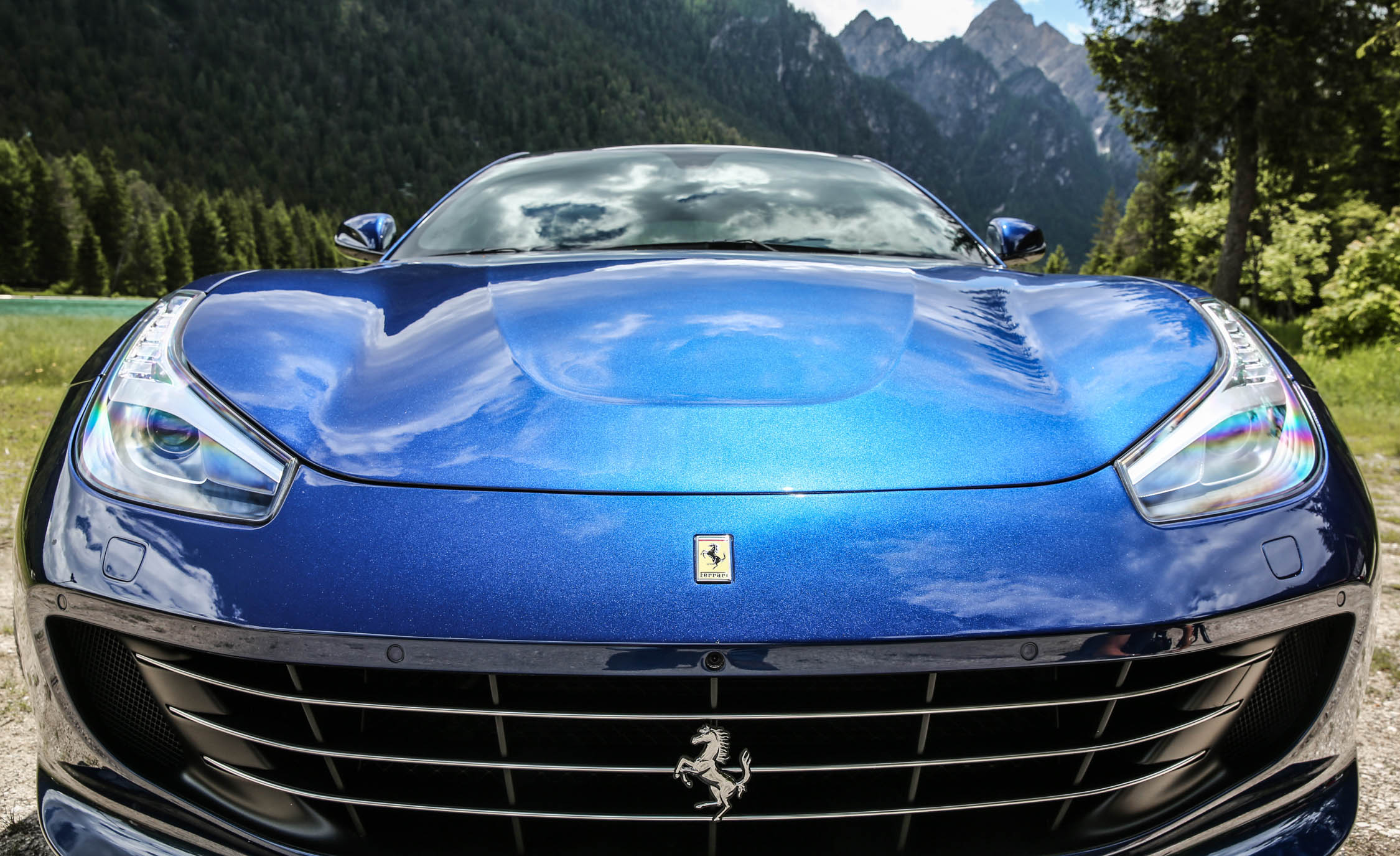2017 Ferrari GTC4Lusso (Photo 45 of 52)