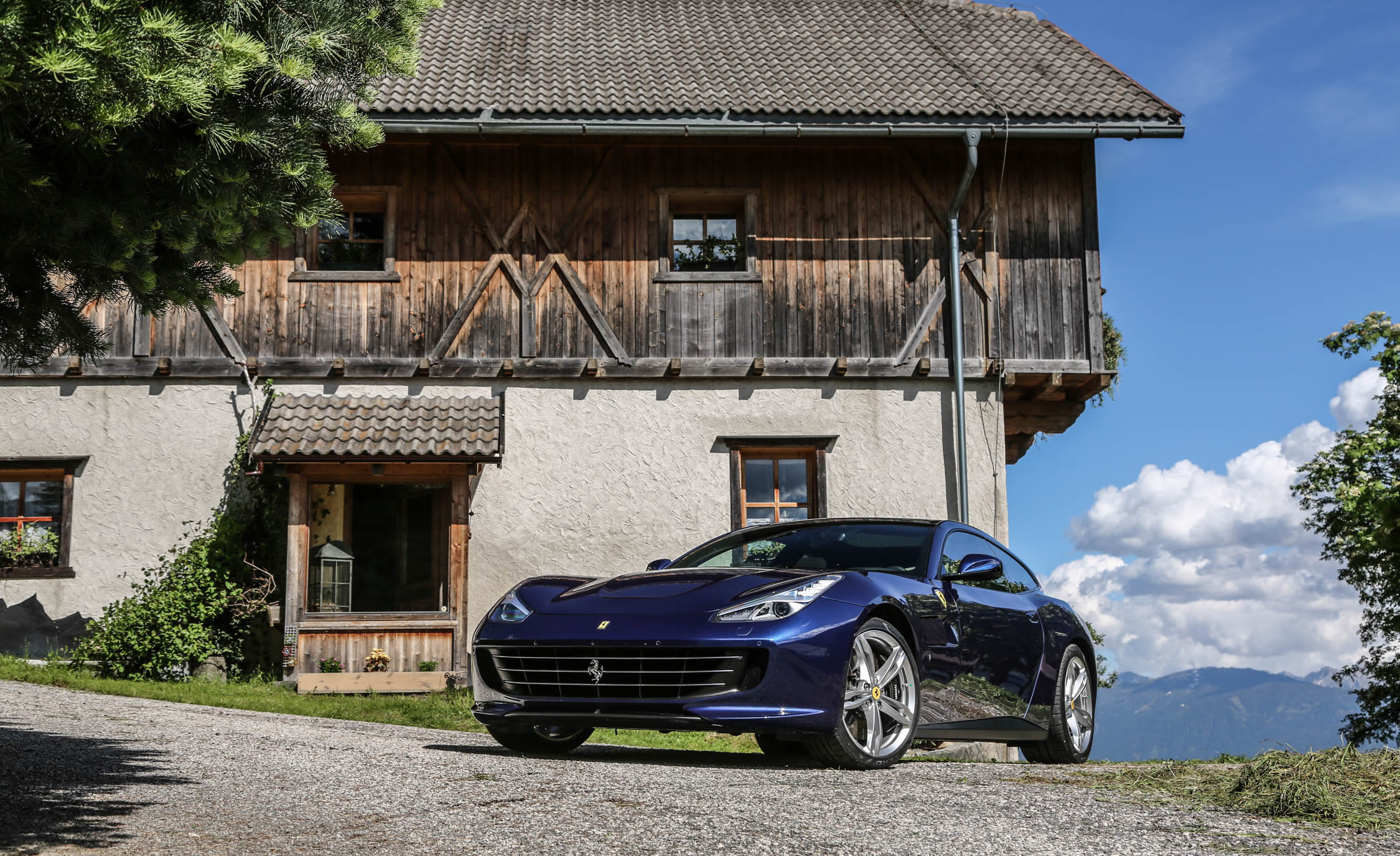 2017 Ferrari GTC4Lusso (Photo 36 of 52)