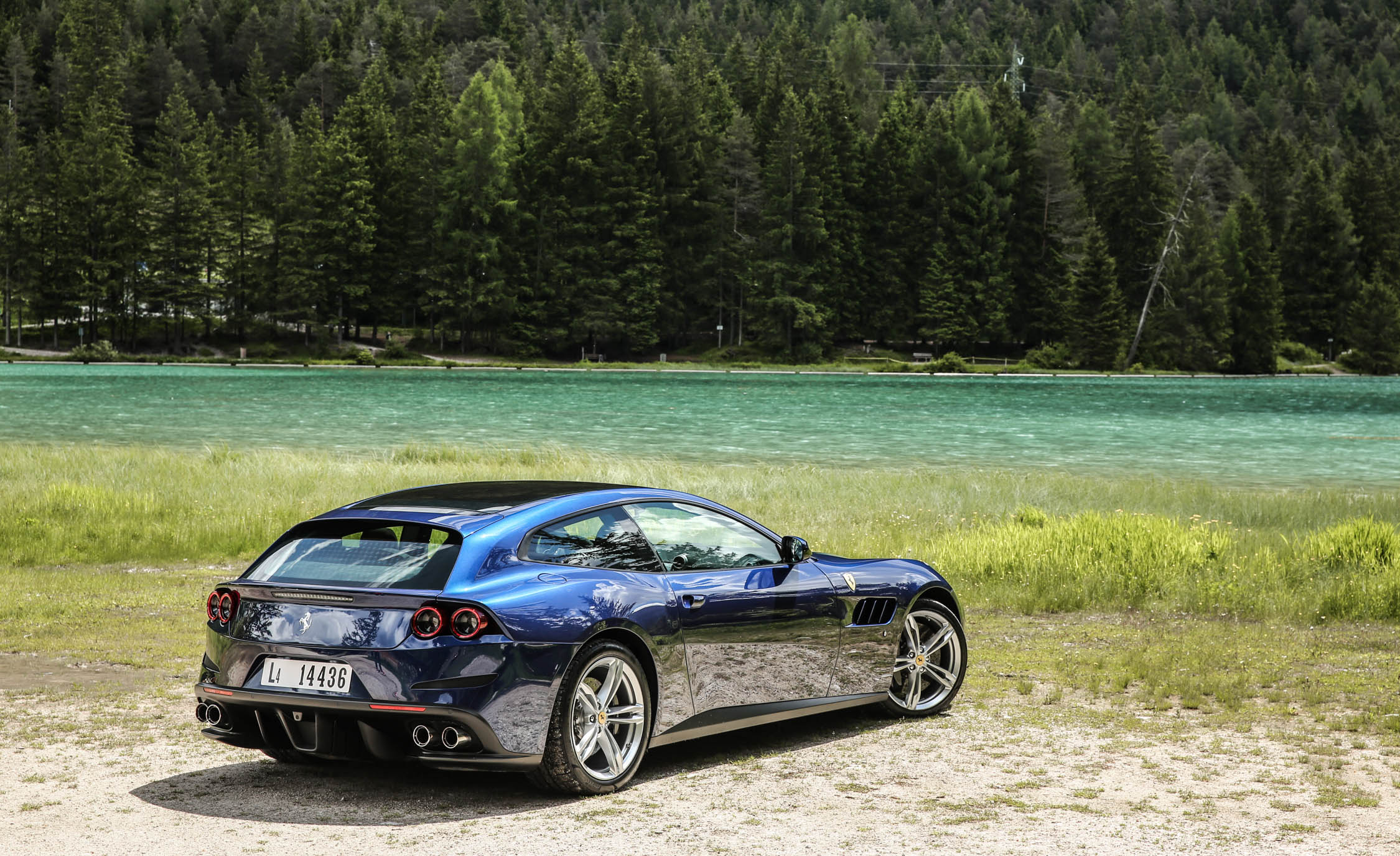 2017 Ferrari GTC4Lusso (Photo 42 of 52)