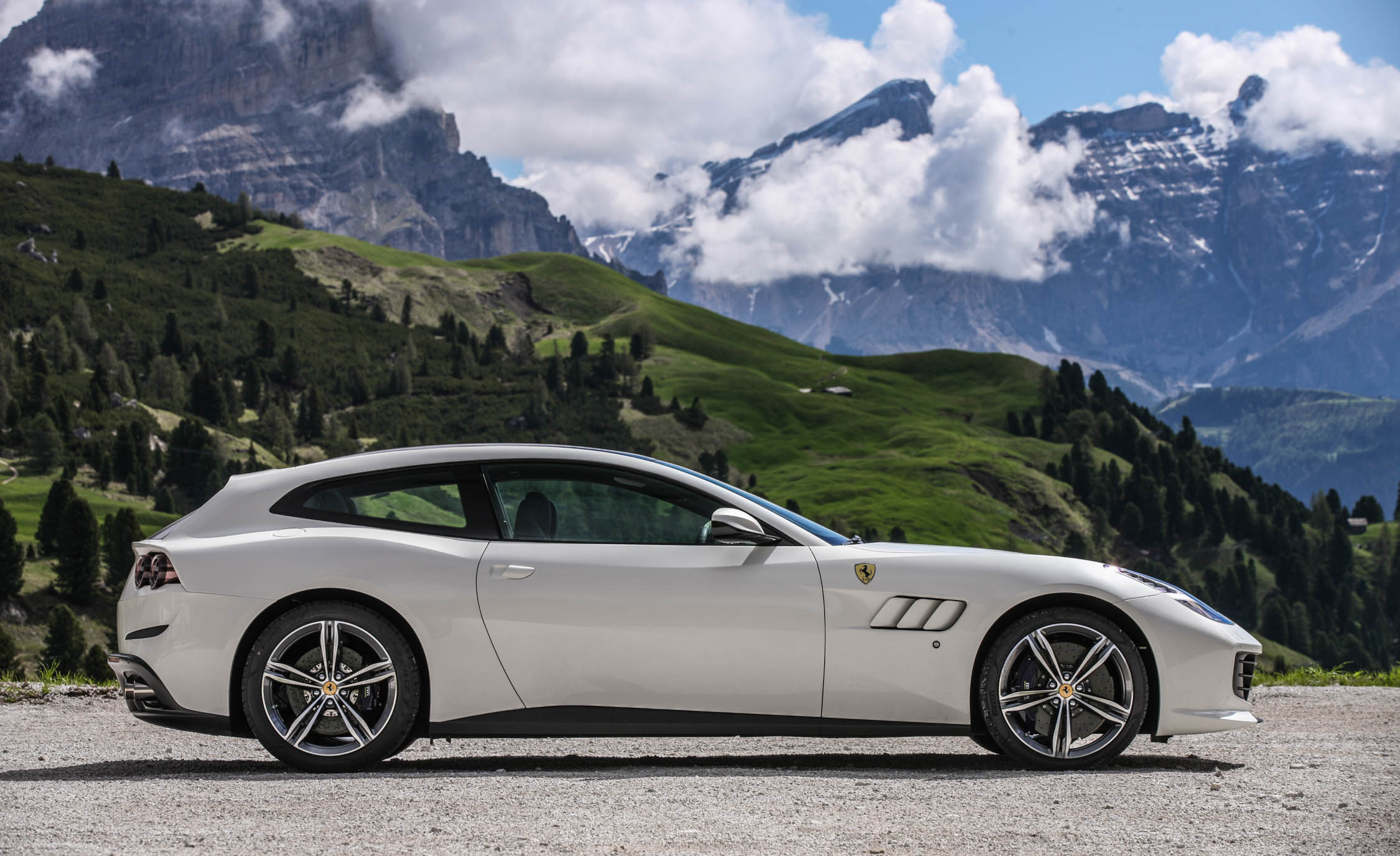 2017 Ferrari GTC4Lusso (Photo 12 of 52)