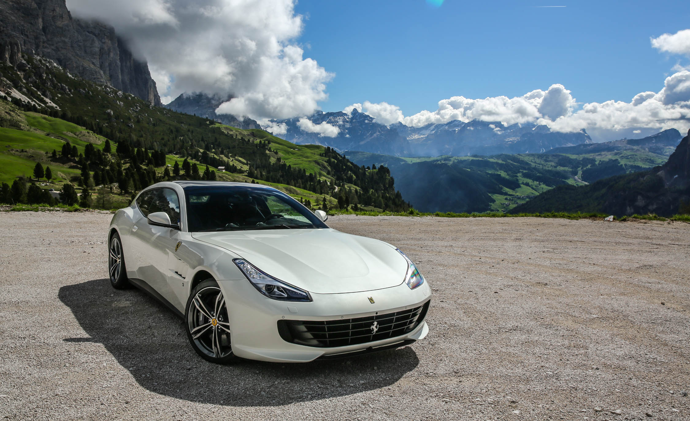 2017 Ferrari GTC4Lusso (Photo 14 of 52)